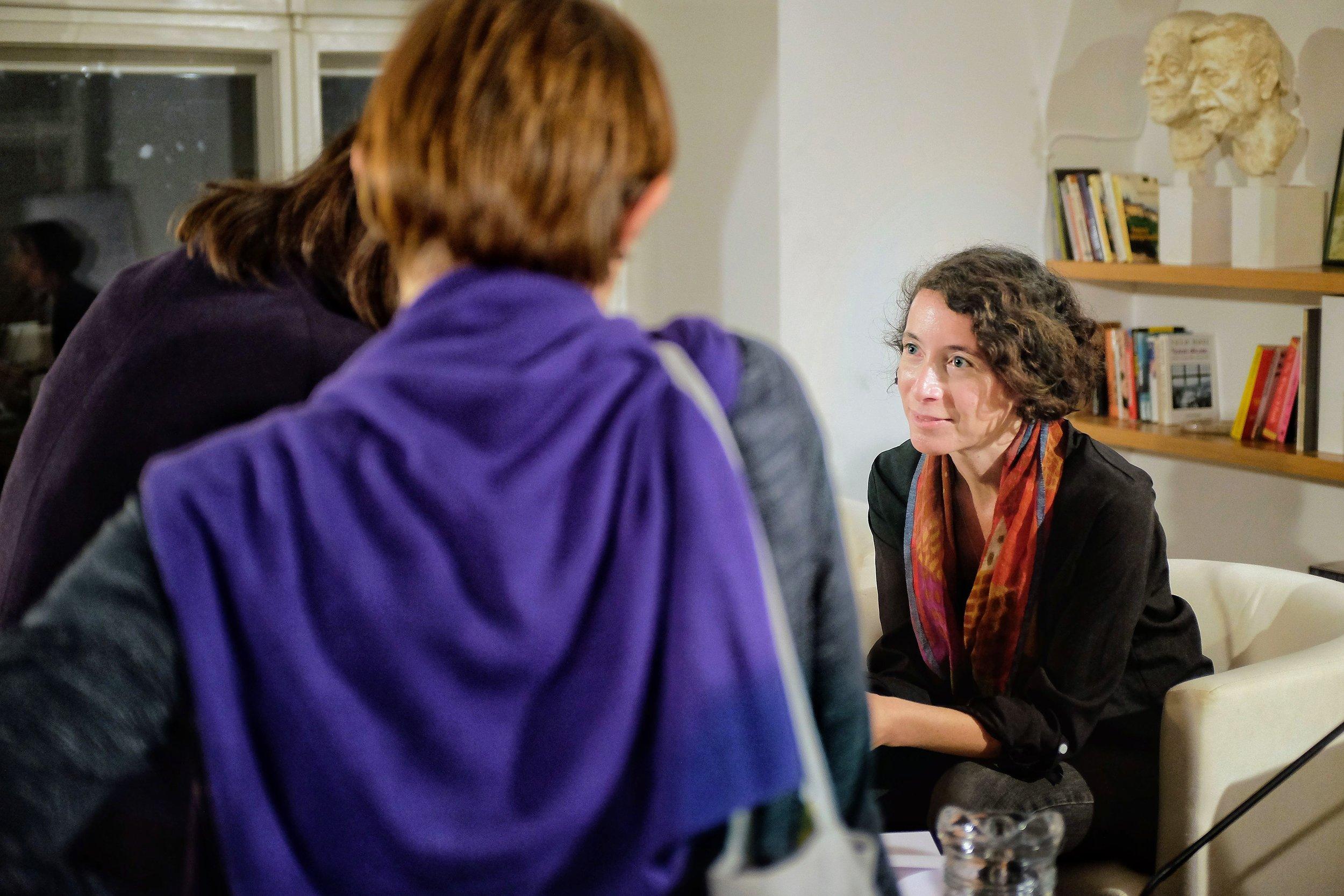 Ayelet Gundar-Goshen talks to readers at the Václav Havel Library in Prague, 8.10.2018.