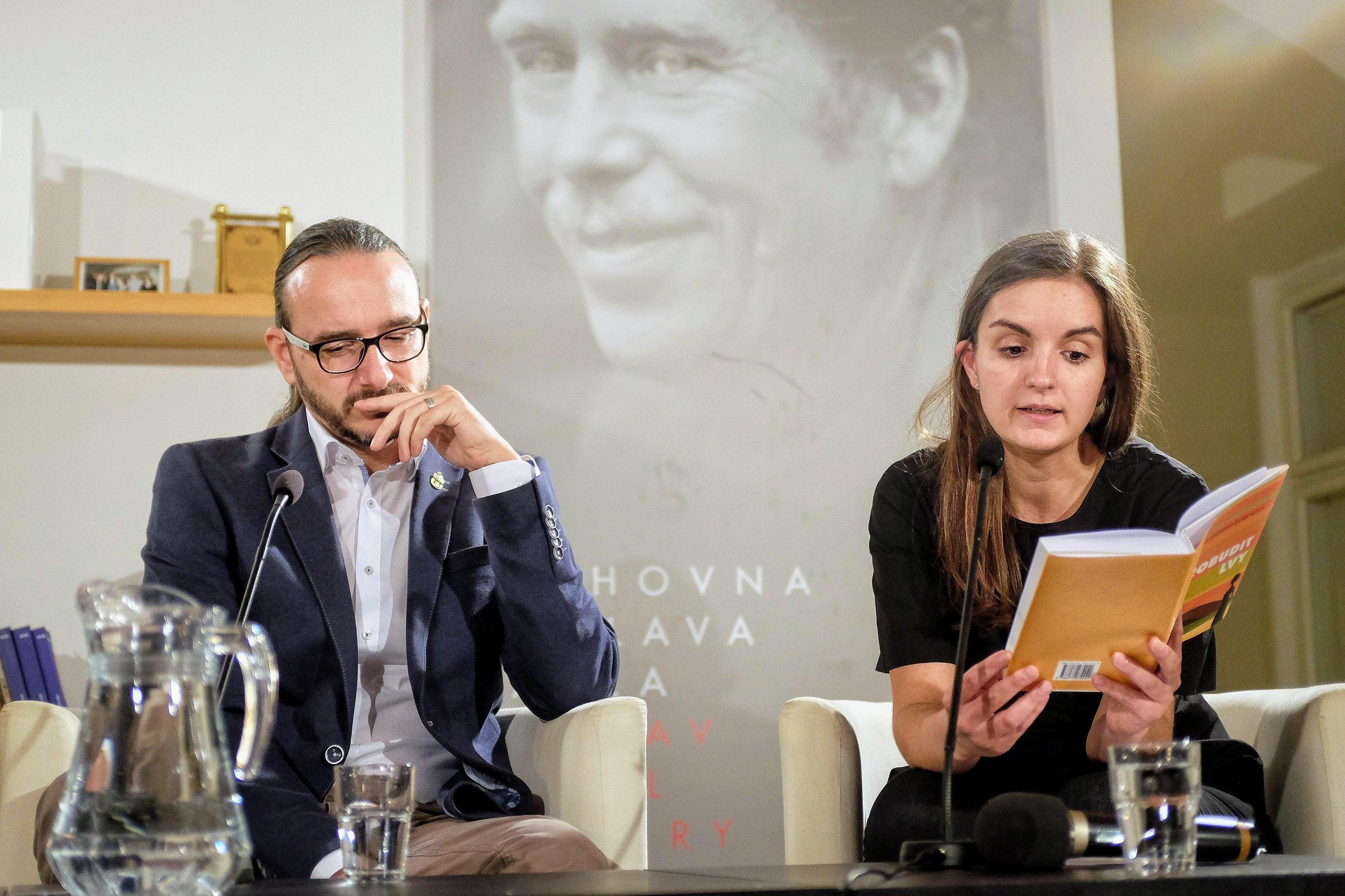 Translator Alžběta Glancová and journalist Jakub Szántó.