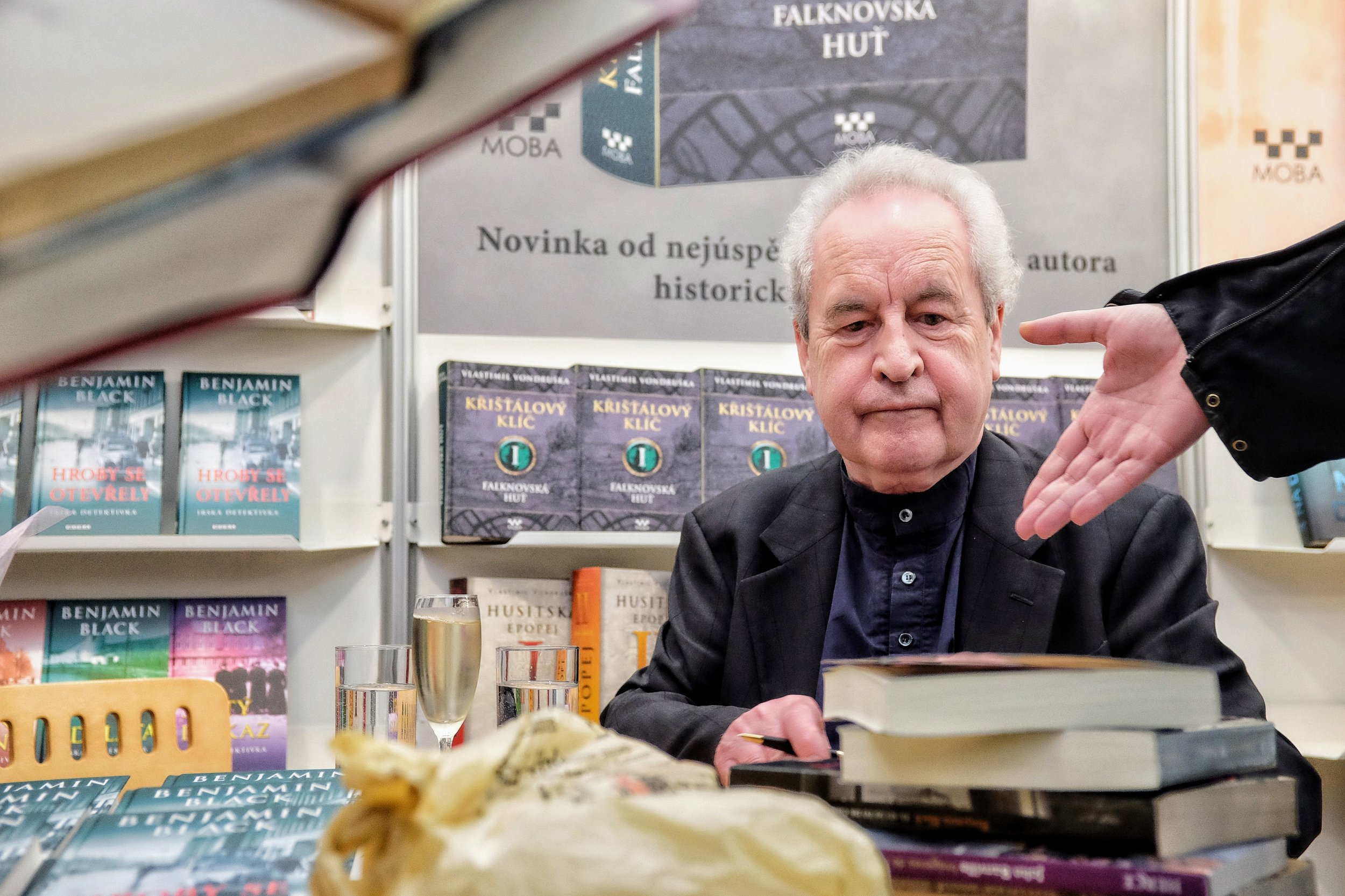 Irish author and Booker Award winner John Bunville is confronted with public expectations during a book signing event at Svět knihy 2019