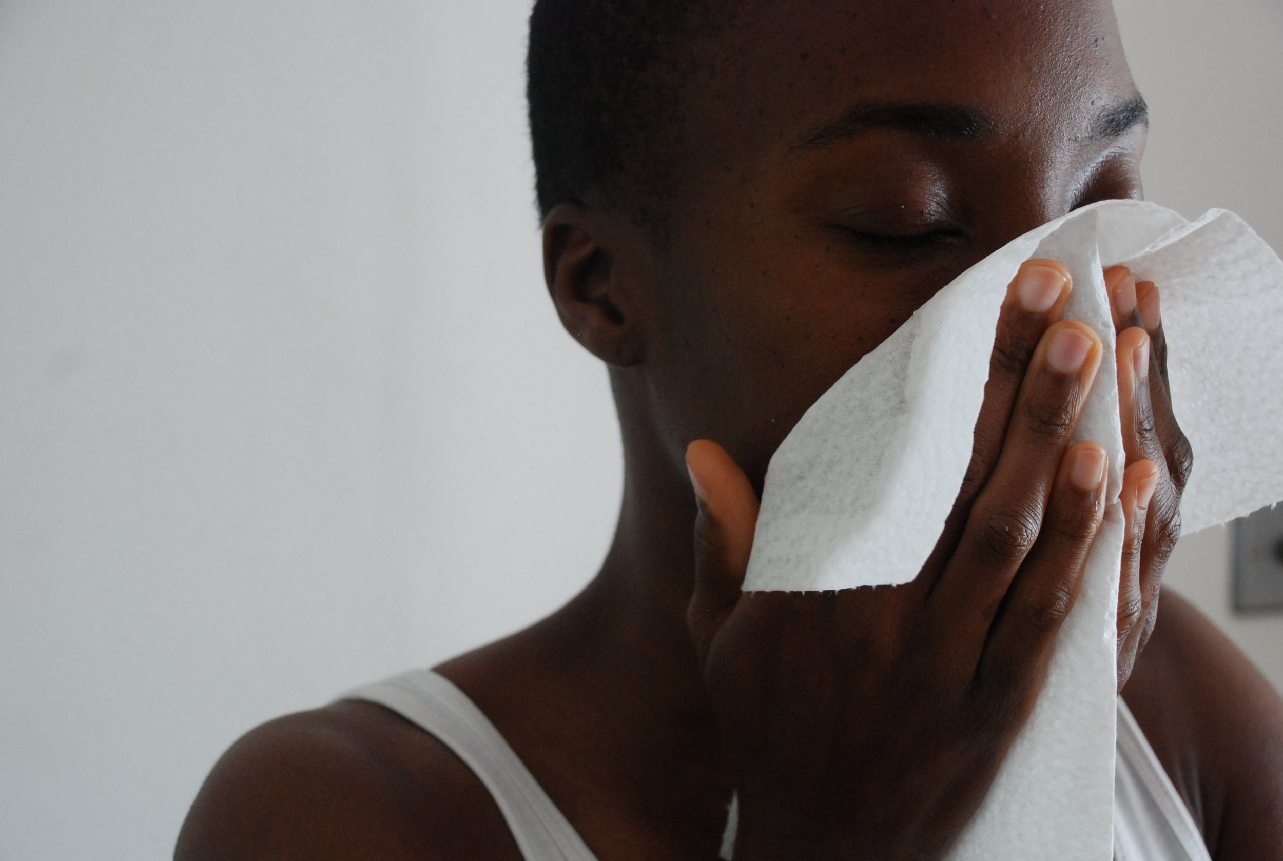 Using a disposable paper towel to dry the skin can help prevent the spread of bacteria. This can be useful if you are prone to sensitive or problem skin.