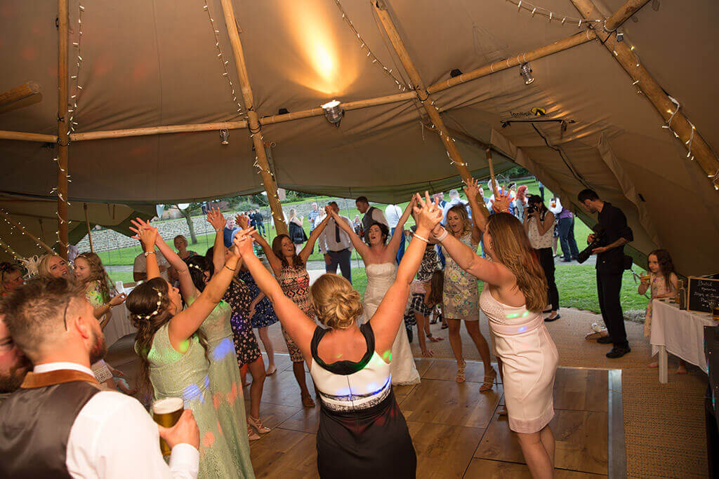 Boutipi-Mr-&-Mrs-Easterbrook-dancefloor.jpg