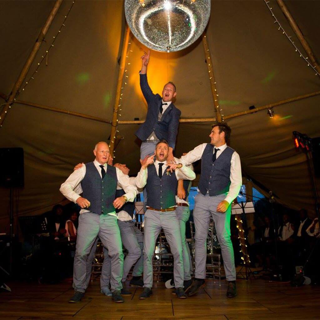 Boutipi-Sam&Ellis-Wedding-dance-men.jpg