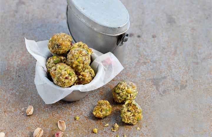 pistachio-&-apricot-powerballs-no-map.jpg