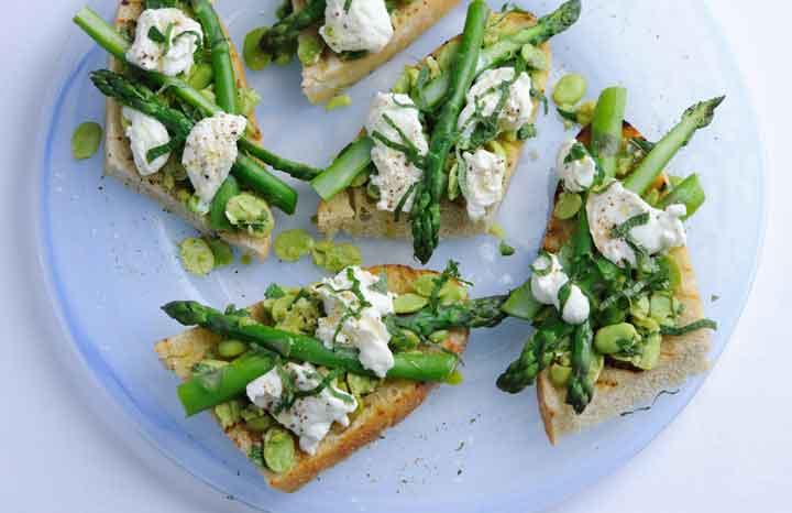 British-asparagus,-broad-bean,-and-mozzarella-bruschetta.jpg