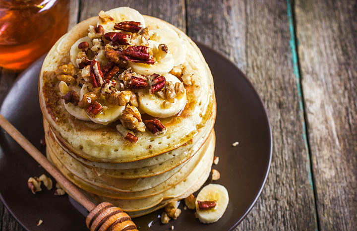Pancakes%20with%20banana,%20nuts%20and%20honey[1].jpg