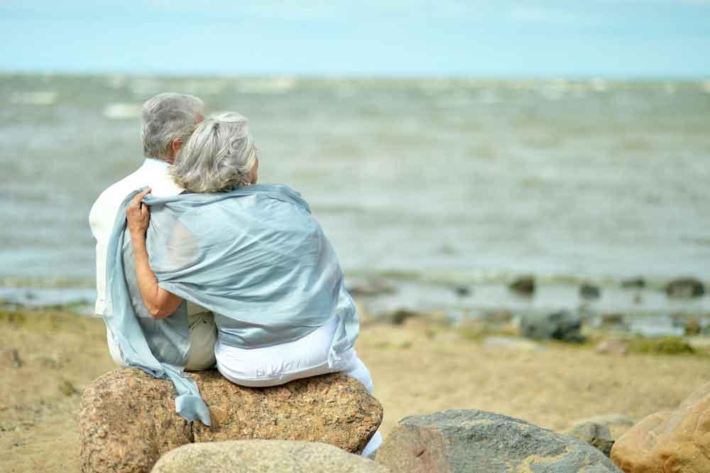 retired-couple-coast-seaside