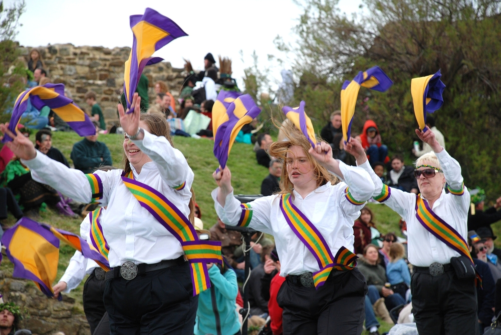 morris-dancing-ladies
