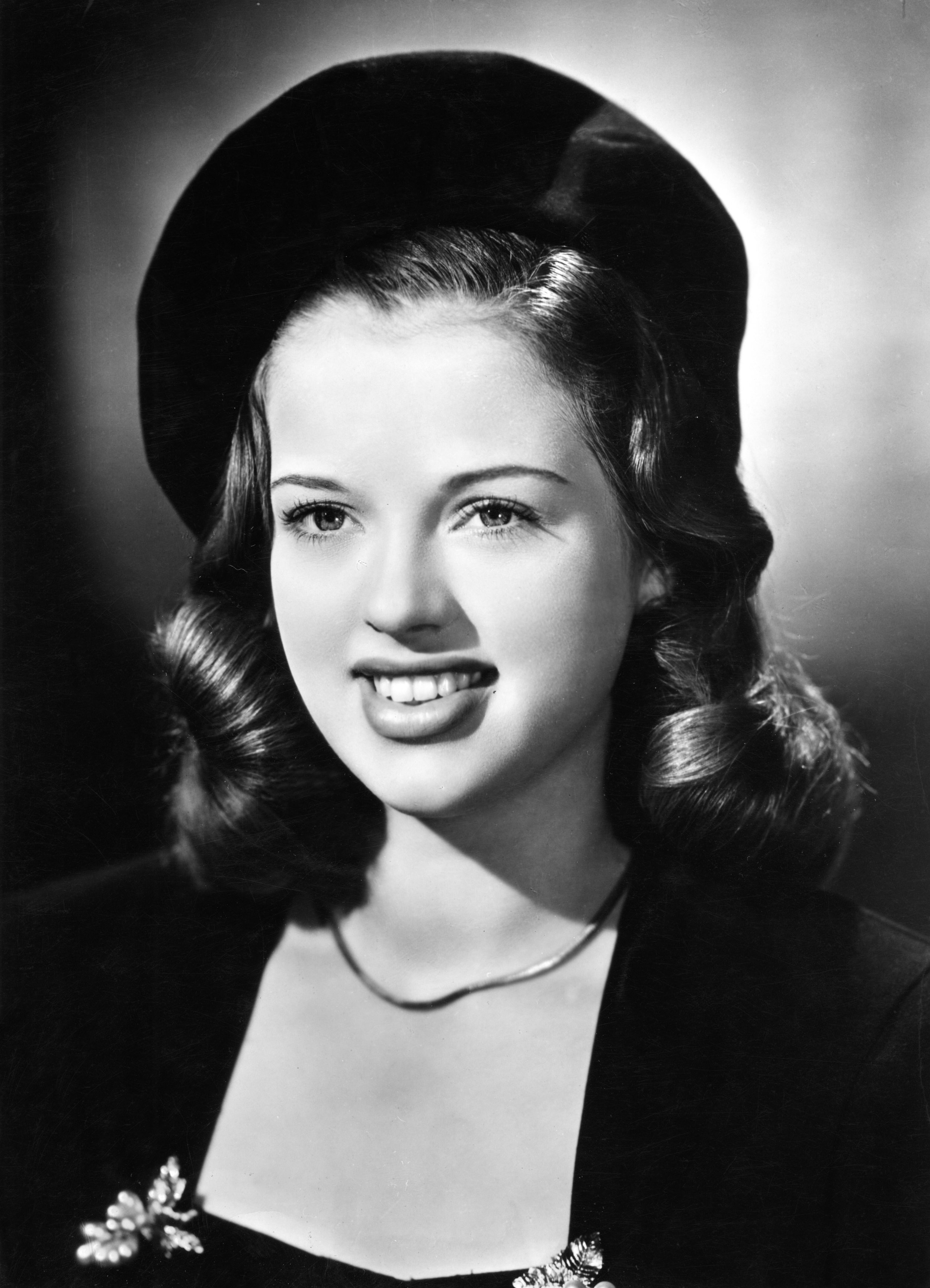 young-diana-dors-brown-hair.jpg