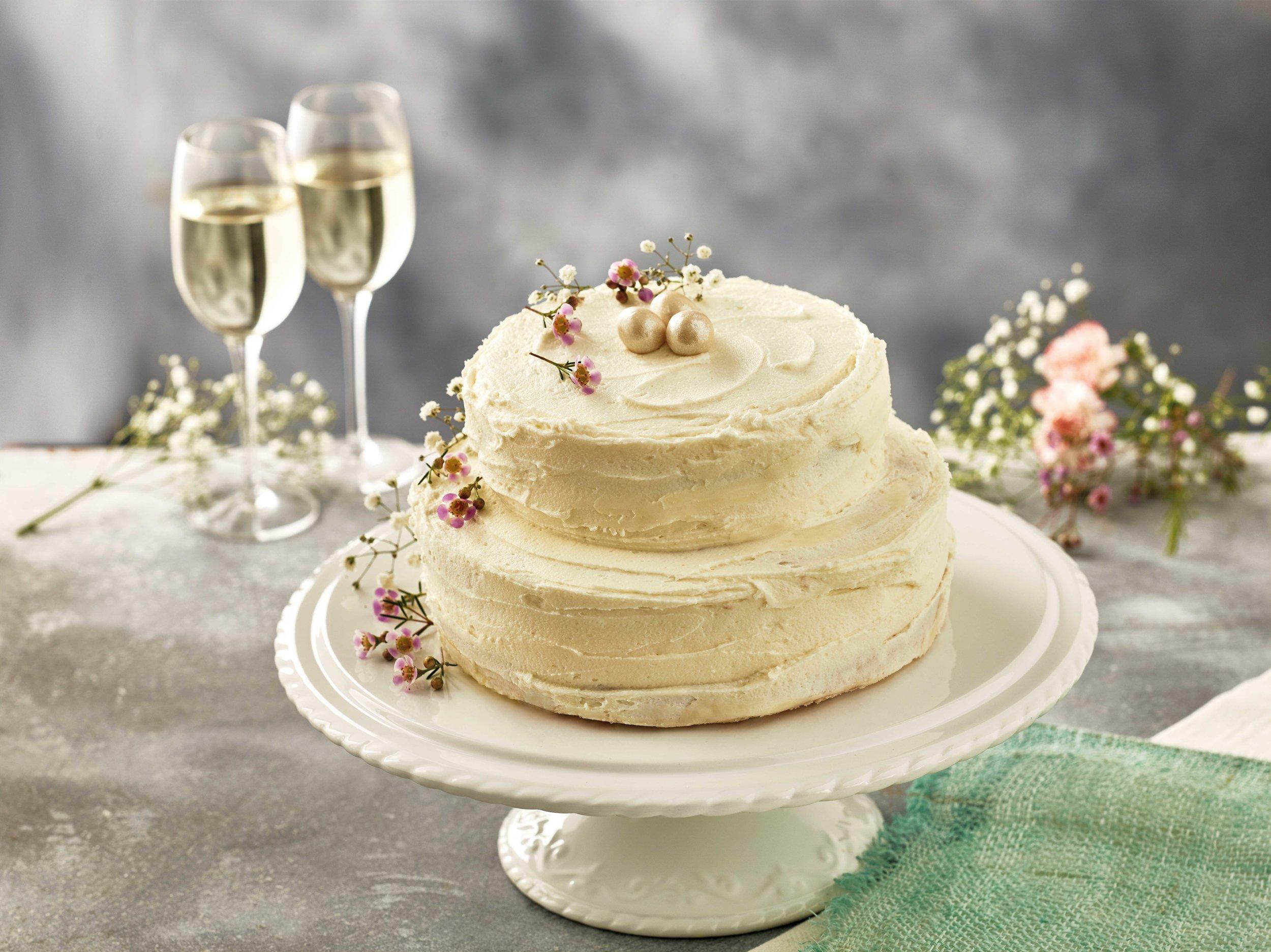 Iceland-_-Lemon-&-Elderflower-Wedding-Cake-_-Lifestyle.jpg