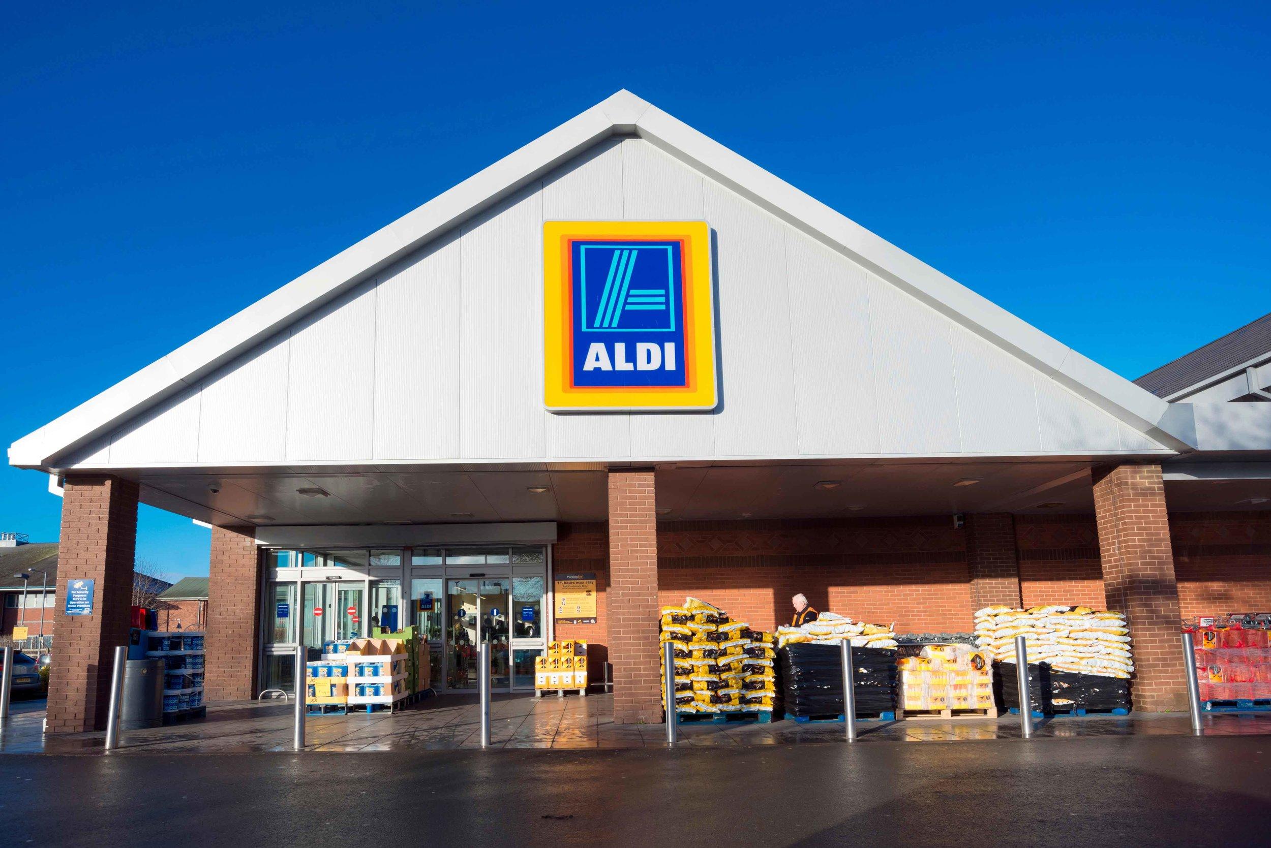 aldi-store-bans-topless-customers
