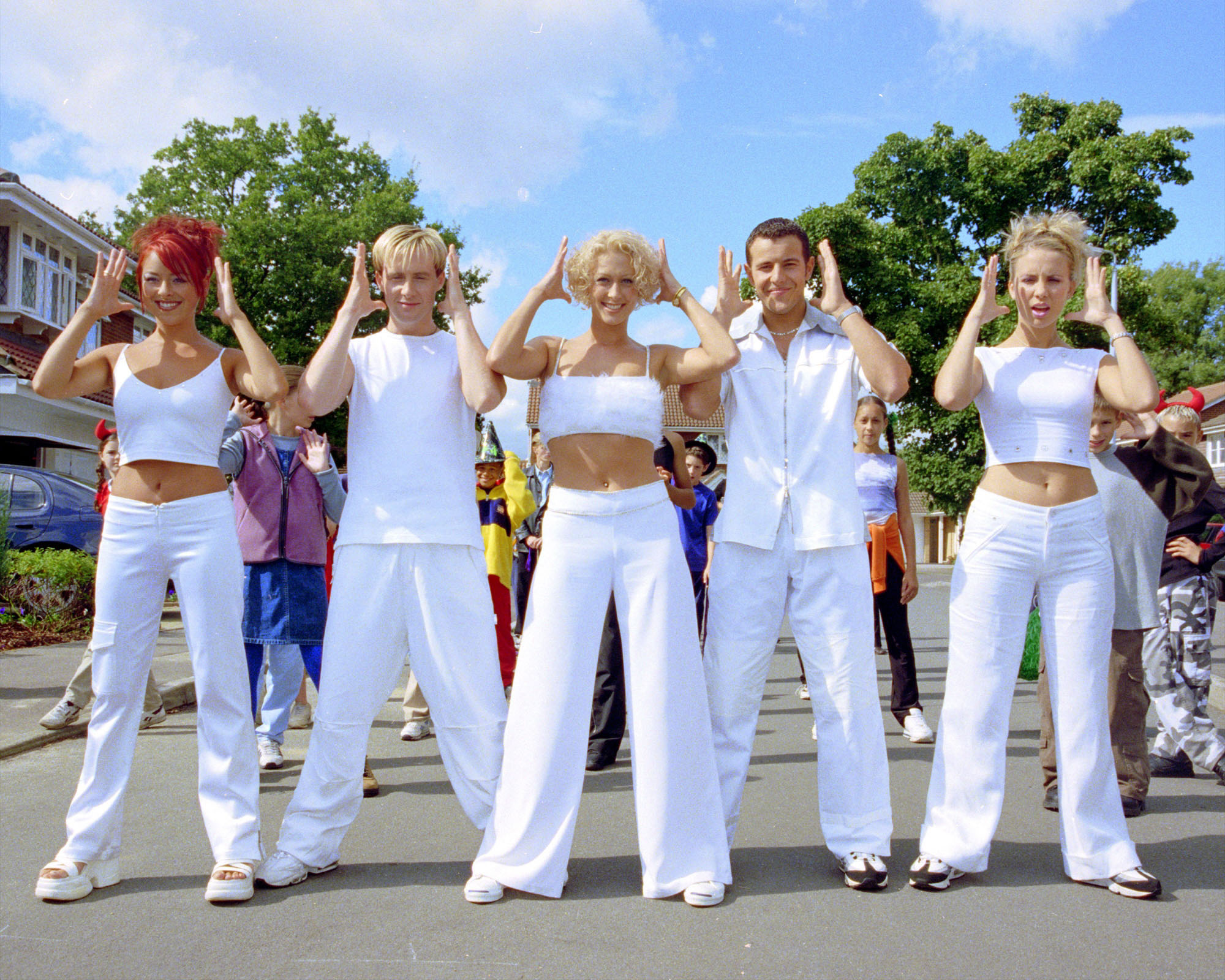 Faye (middle) performing with Steps.