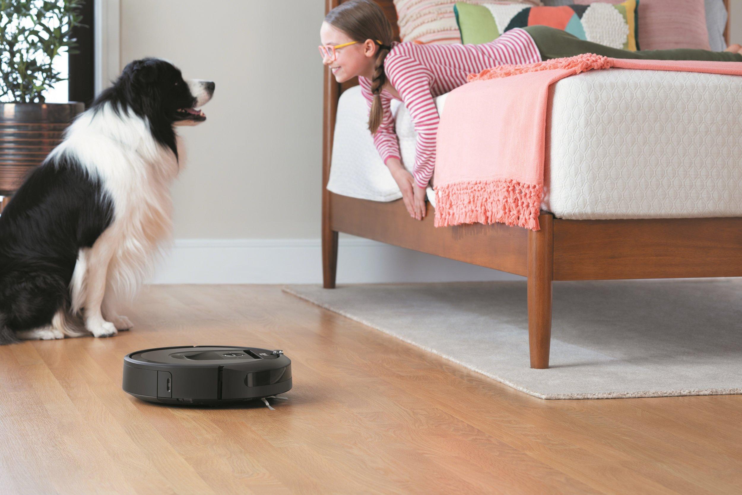 Roomba i7_Lifestyle_Bedroom.jpg