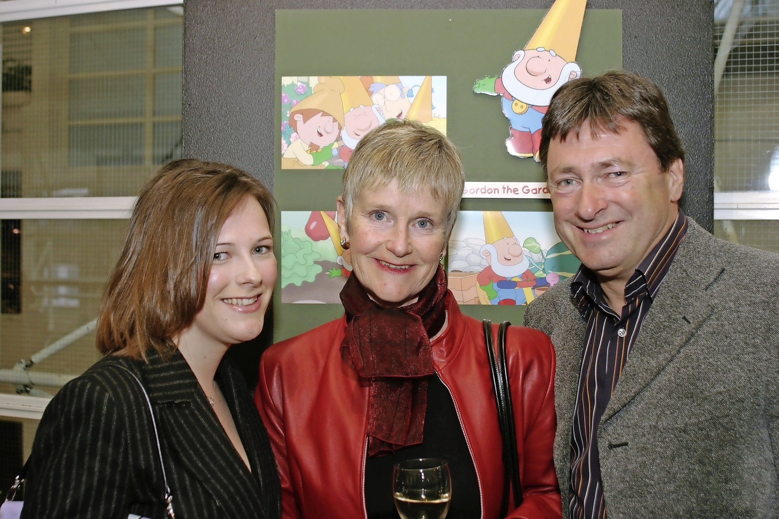 IDS 02777445_Alan Titchmarsh with his wife Alison and daughter Camilla in 2005.jpg