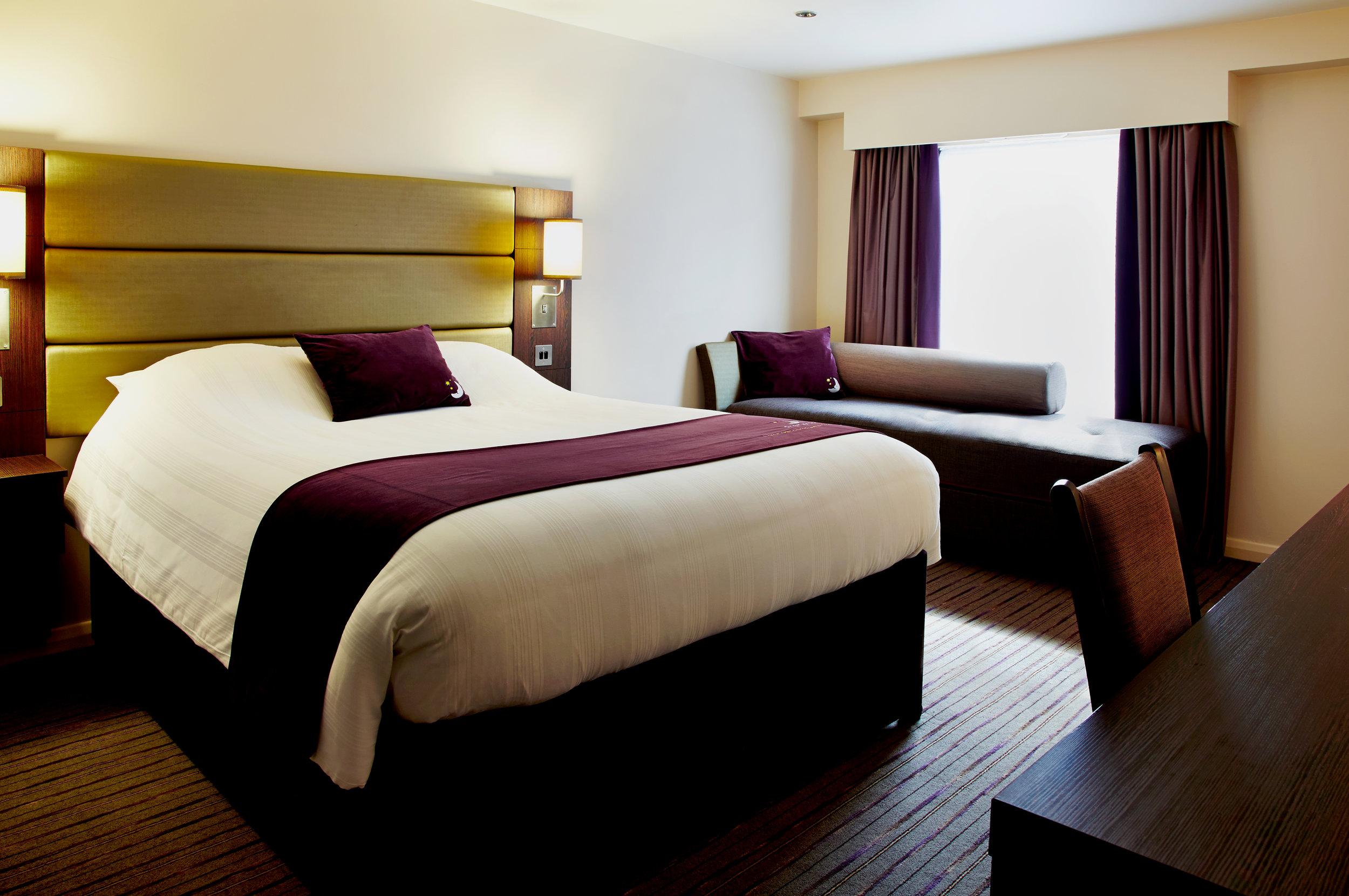 Premier Inn room.jpg