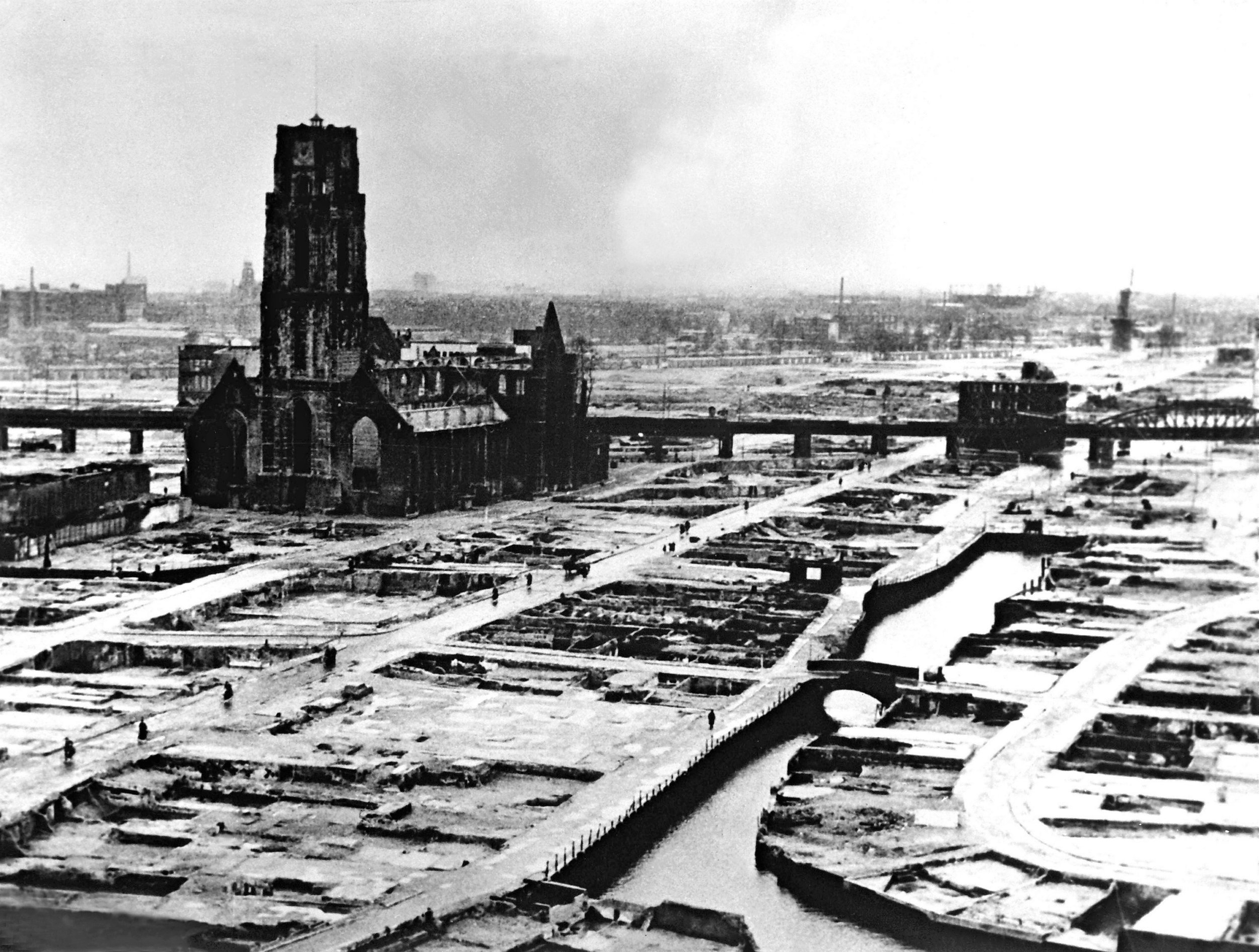 Rotterdam 1940 after bomobing gettyimages-869781426-1024x1024.jpg