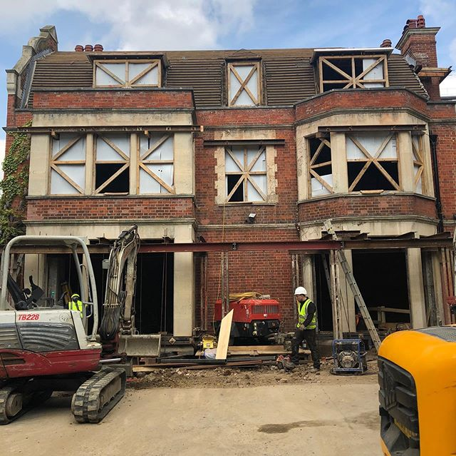 Our big ol' Kensington house is on site. (See 20.02.19 post). A few months of muddy mini diggers driving around and under the kitchen before something recognisable emerges! #basement #edwardian #mansion #rescue #refurbishment