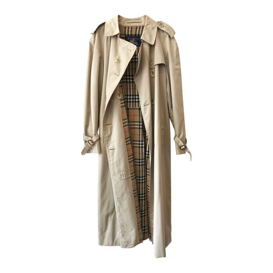 Burberry vintage trench coat via Imparfaite Paris - Giving a vintage item is the most thoughtful gift in our opinion. Considering where the item is from, where it is going and how its life will be extended is both responsible and considerate. This Burberry trench via Imparafaite Paris is the trench we all deserve: oversized, effortless and cool.