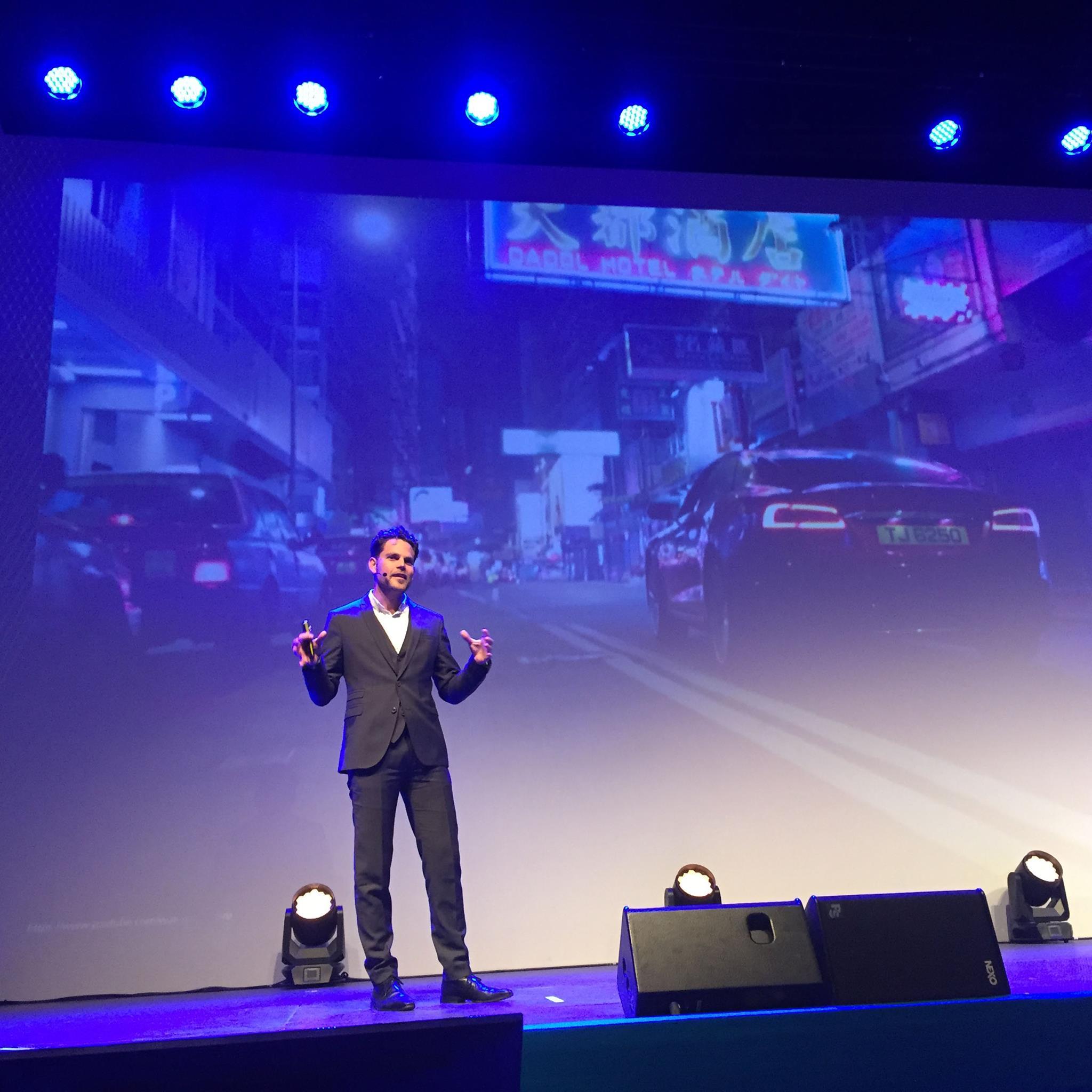 Paul Versteeg speaking at Dutch Design Week 2016