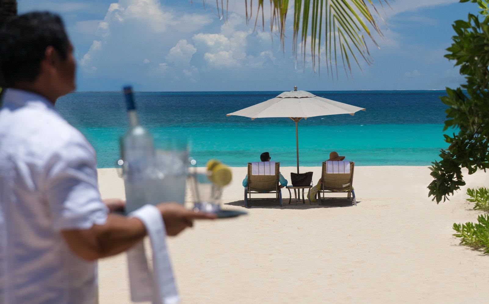 Copy-of-H-13-models-beach-service.jpg