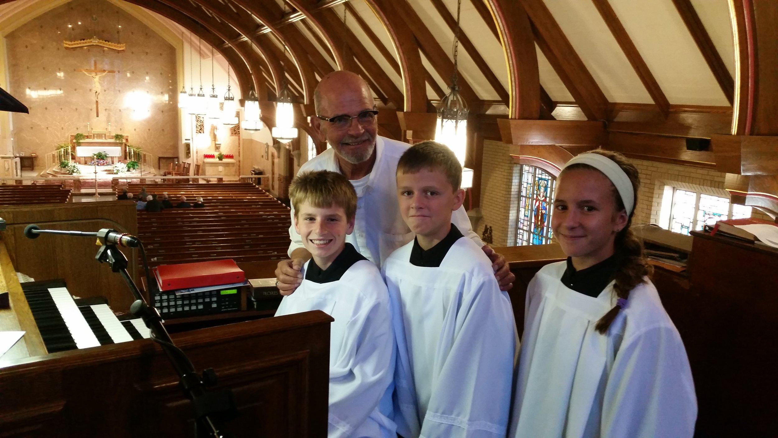 altar-servers-organ.jpg