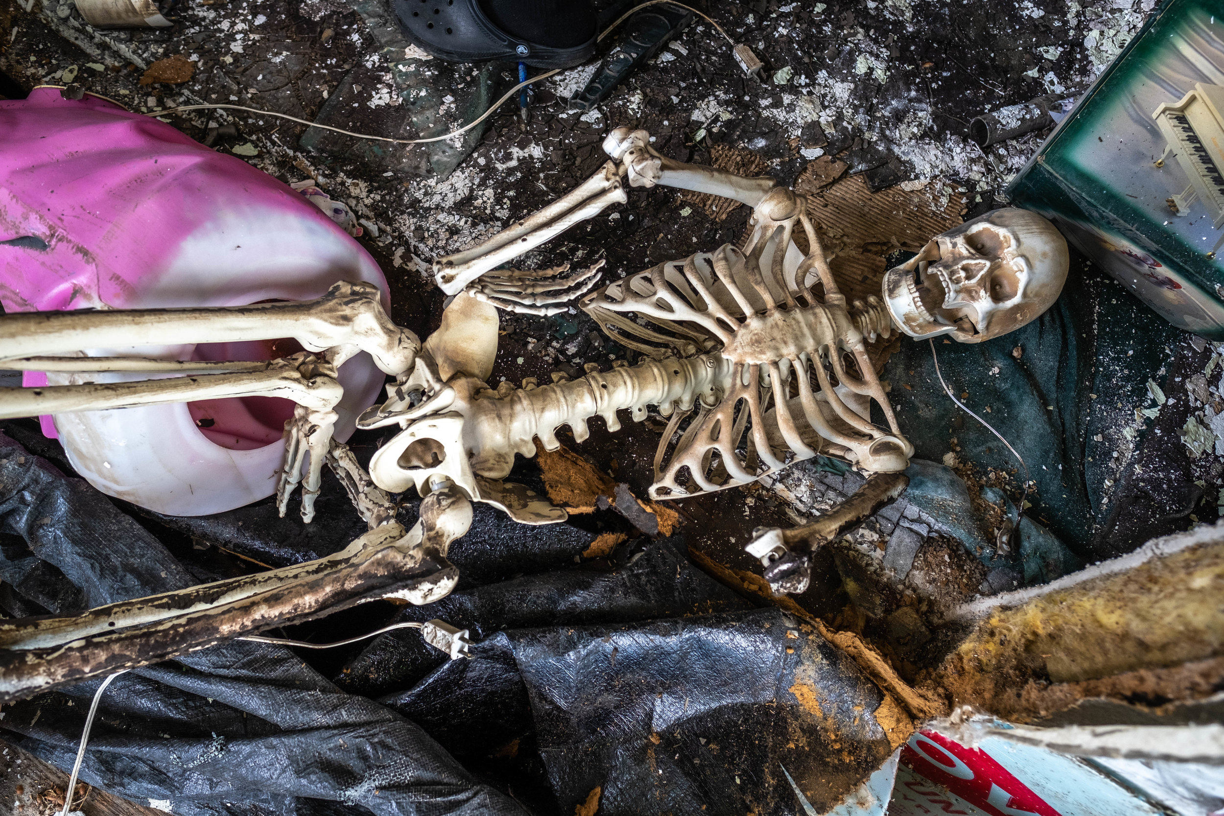 A Halloween decoration is unearthed. Ironically, earlier this week, Dean and his brother discovered the actual remains of a human skeleton when they were fising on the Missouri River. They reported the discovery to the local authorities and wondered if it was a victim of the flood.