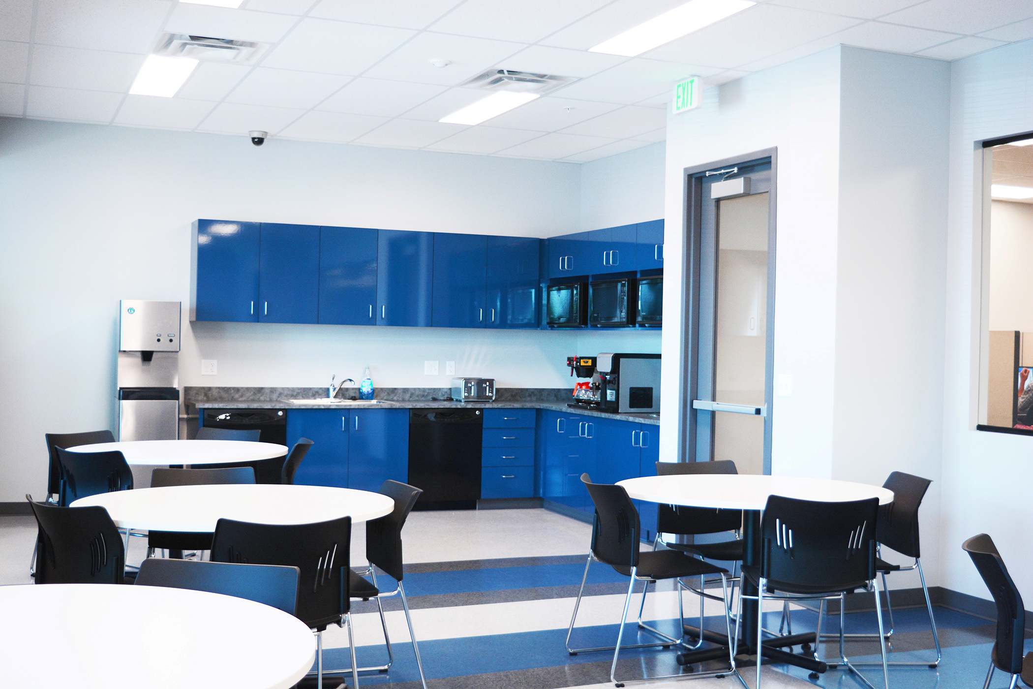 We used high chroma Formica gloss laminate on the millwork in the breakroom, copy area and executive coffee bar.Vertical and horizontal surfaces mimic the VCT patterned flooring, which features 5 different colors in blue and grey tones.
