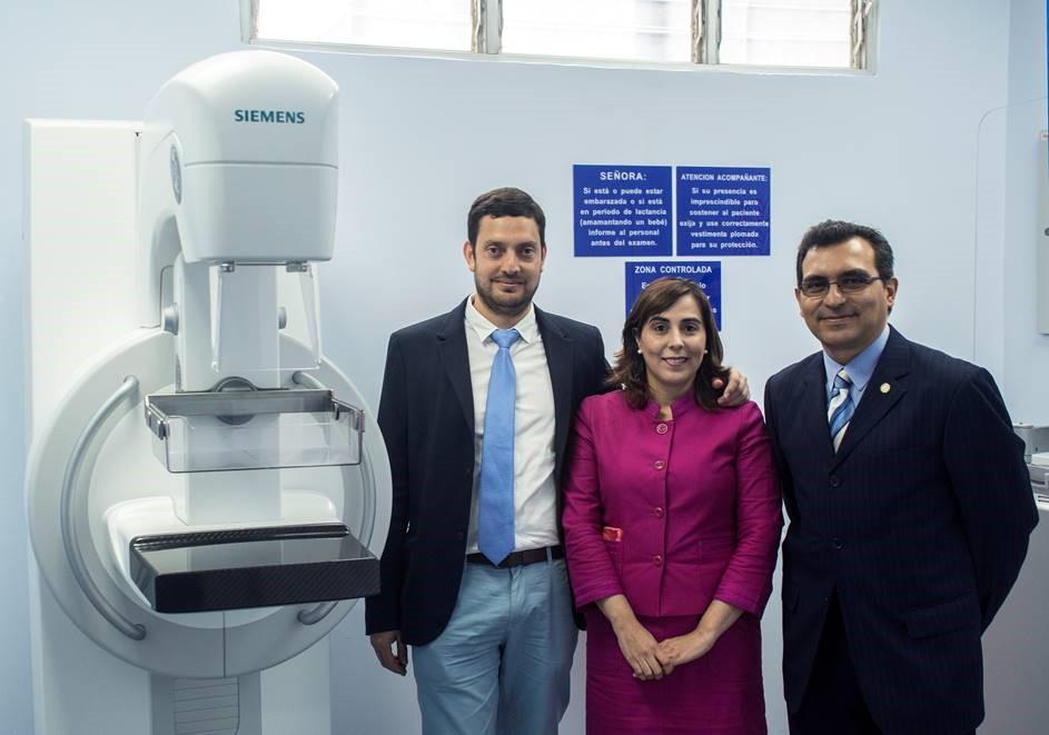 Dr. Mario Urcuyo - Coordinación Tecnica del Cáncer, Silvia Pérez - Movimiento Rosa Auto Mercado, Dr. Carlos Solano, Director Clínica Clorito Picado.jpg