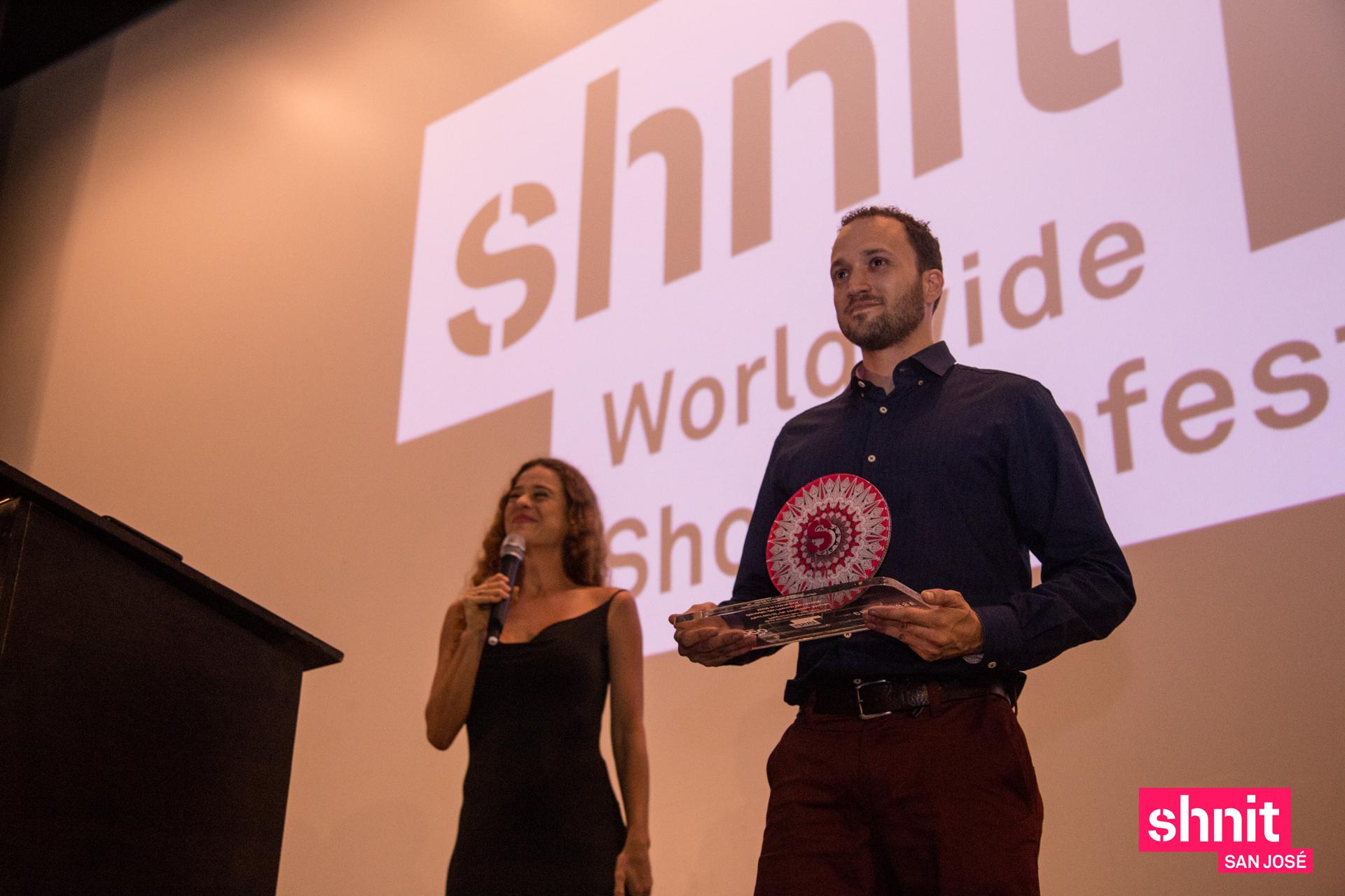 Josué Fishel, organizador y Rocío Carranza, presentadora.