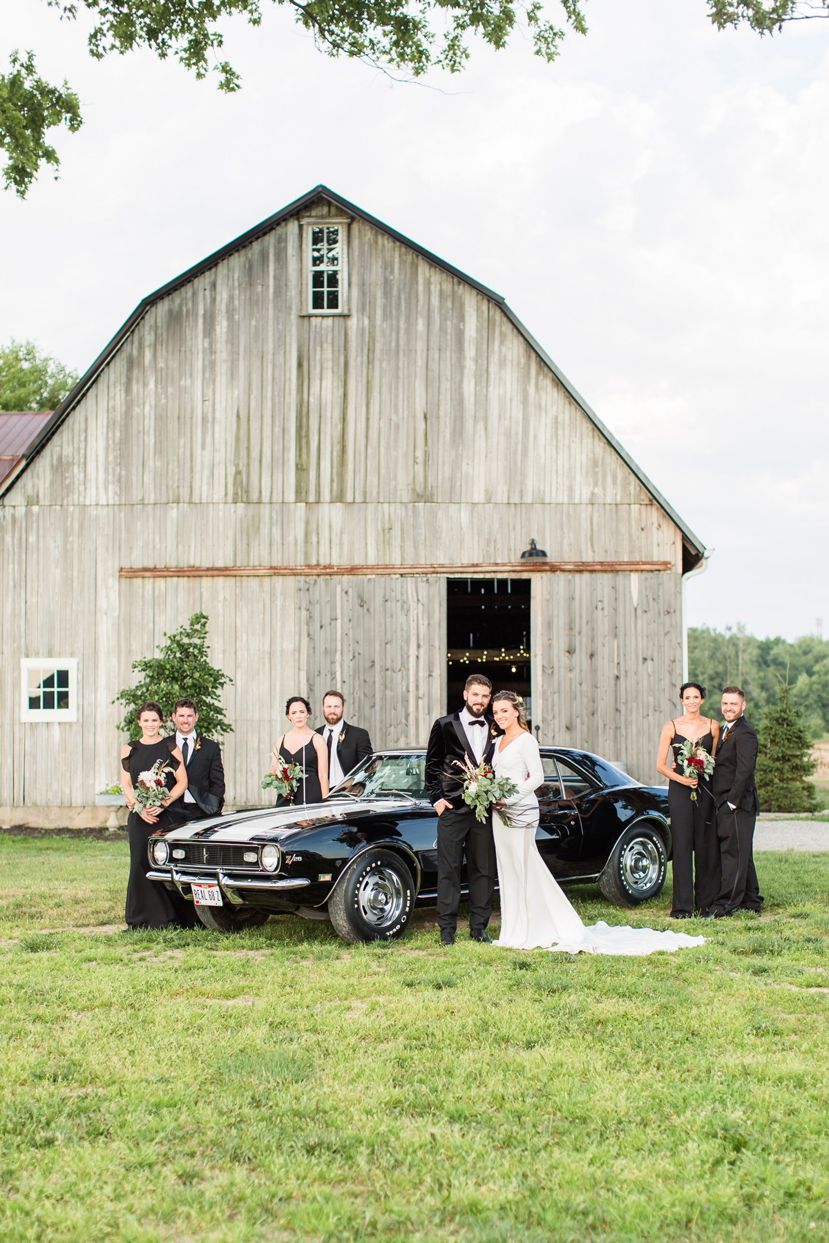 Black Bird Farm Ohio  | Nestled on a 150-acre farm surrounded by waving corn fields is The Black Bird Farm, a turn of the century farmhouse and dairy barn with all the charm of days gone by. Black Bird Farm Is a Northwest Ohio event venue specializing in weddings and private events.