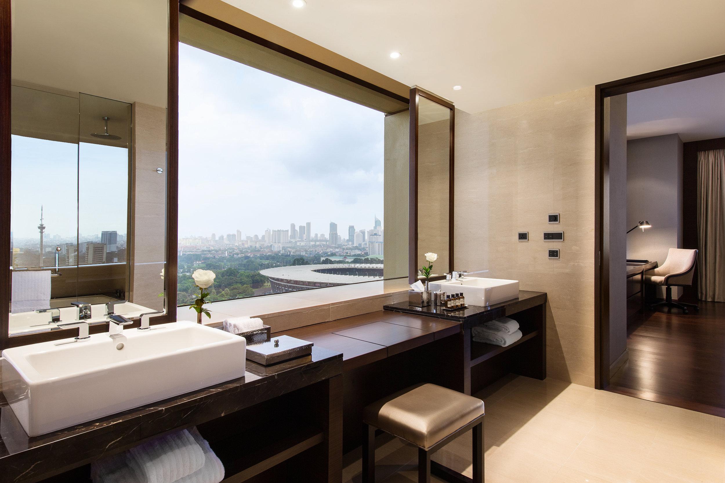 1802_gold_One_bathroom.JPG