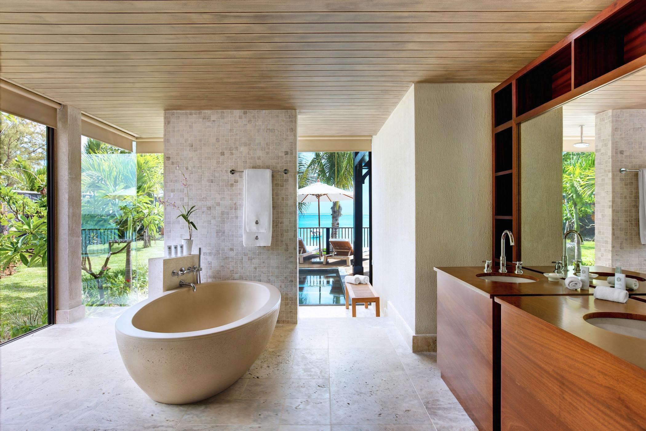 str3459gb-152380-The St Regis Villa Master Bathroom.jpg