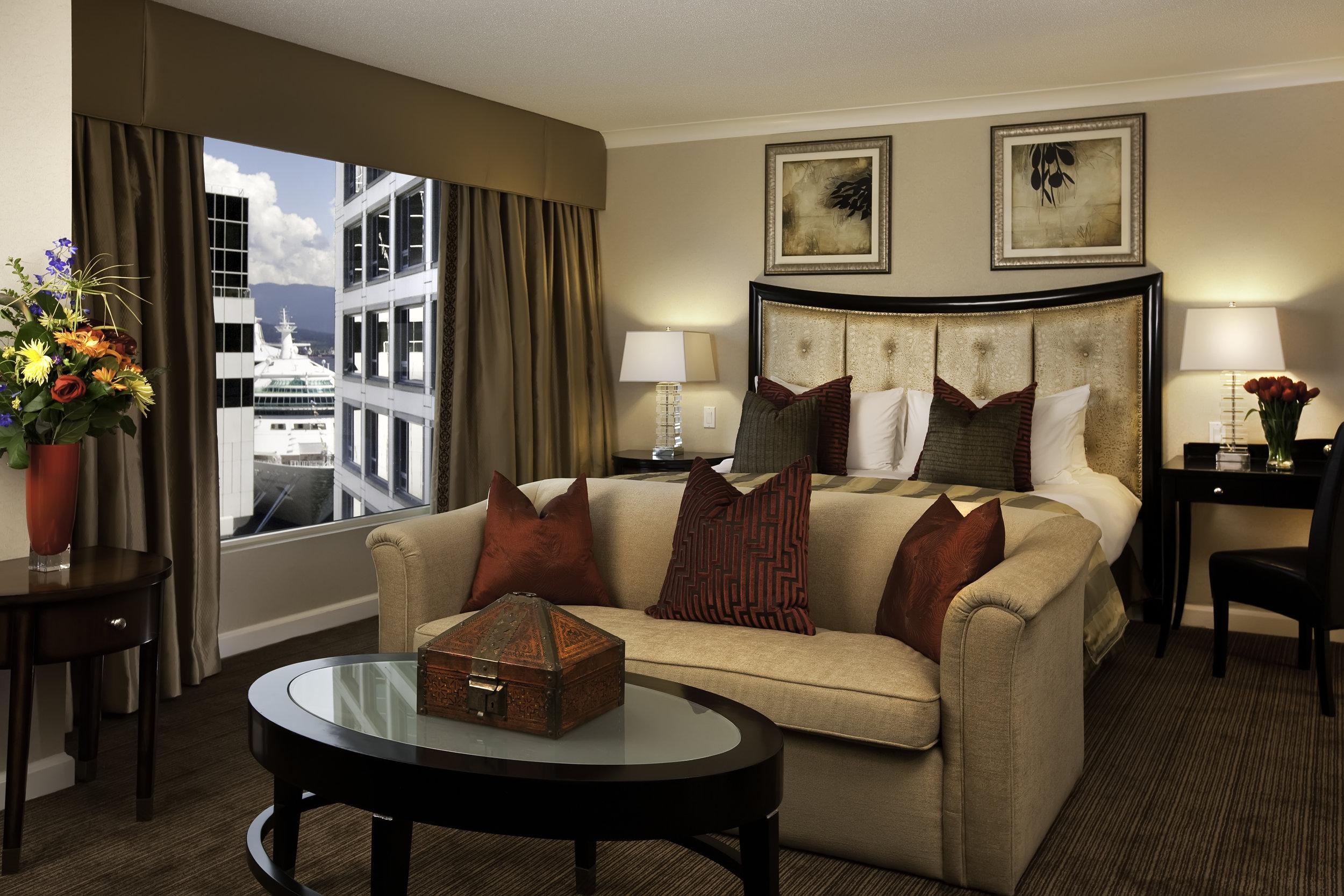 RoyalSuiteBedroom5000x3333.jpg