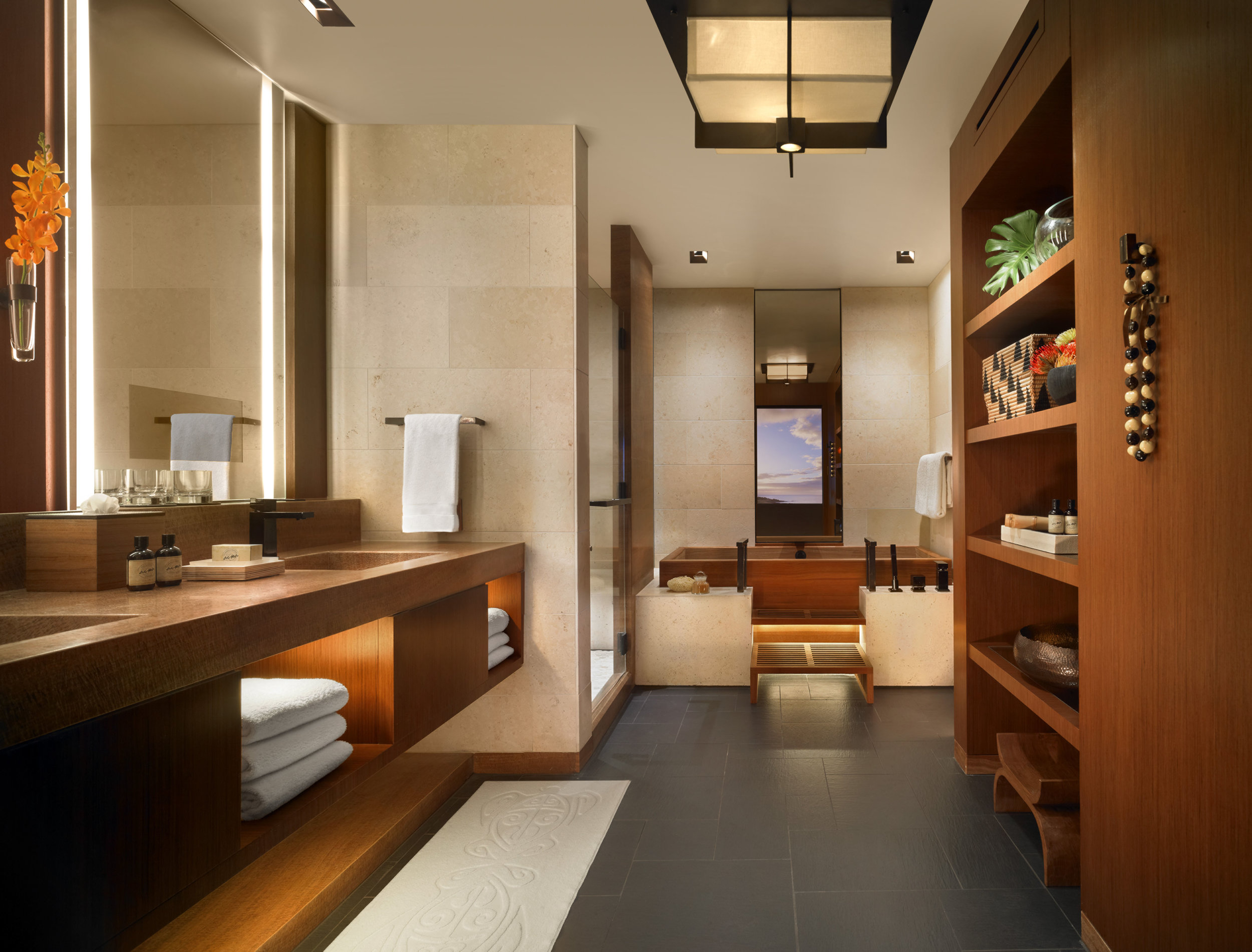 Ohana Prime Ocean Front Suite bathroom MAN_73328.jpg