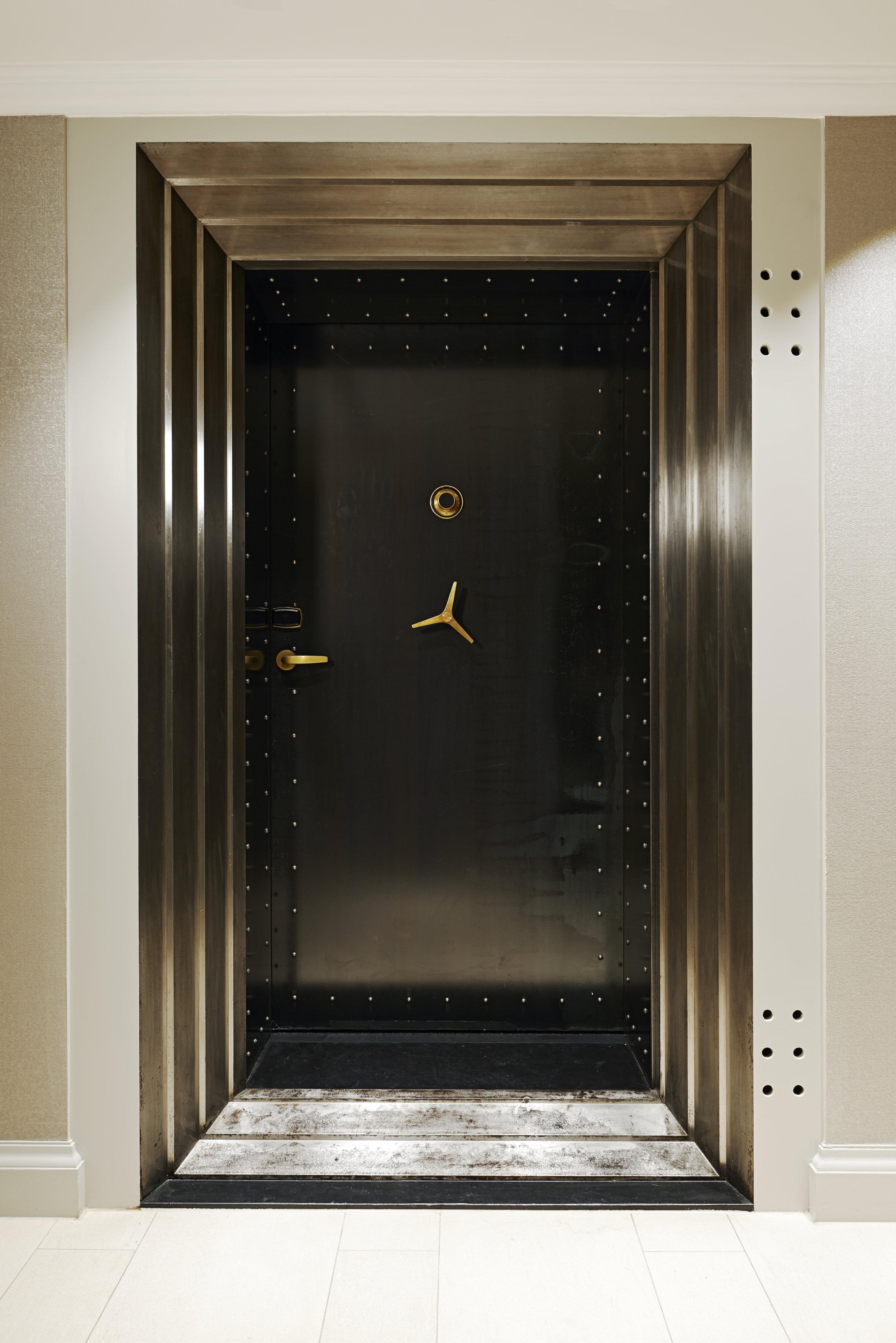 14_vault_door_8260.jpg