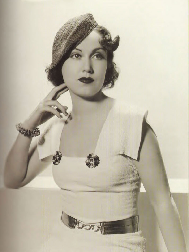 1930s: beret hat and accessories.