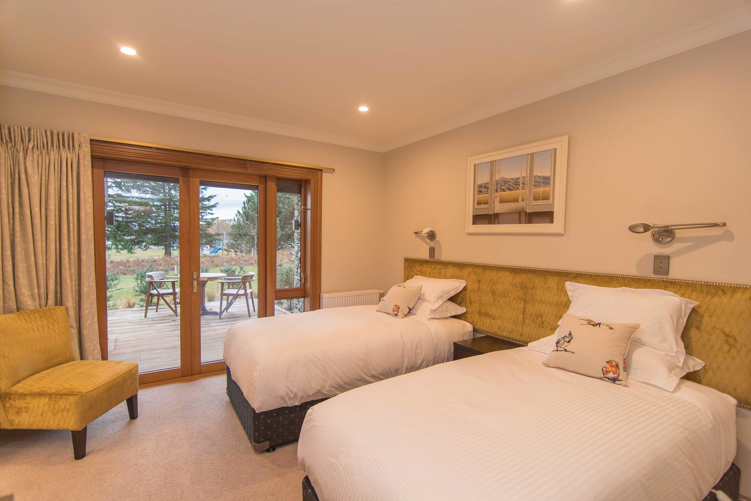 Sumptuous fine linen and original artwork set the scene for a memorable stay in Benmore.