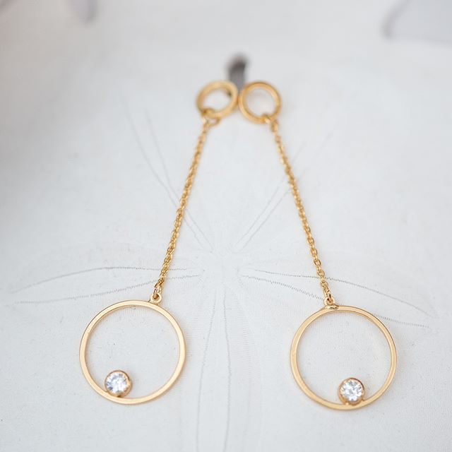 Twinkle in the night in our gorgeous drop earrings ✨💫 Get them now by clicking the ink in our bio 😍 . . . #niceandbella #bellapower #fashionjewelry #entrepreneur #businessopportunity #bosswomen #thoughtfulthursday #thursdayvibes #fridayjr