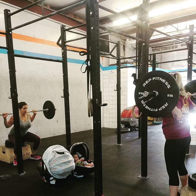 Moms that squat together stick together 💚👊 #BIRTHFIT #fitness #nutrition #mindset #connection #postpartumseries #strongmama #evolve #community #beanexample