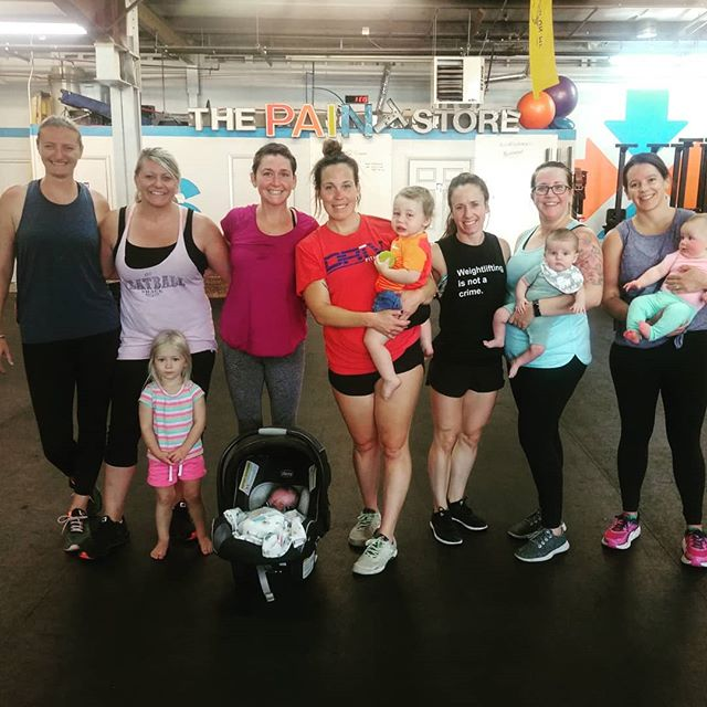 Look at these #strongmamas 💪🙌 we are three weeks deep in our #postpartumseries 💚 #birthfit #postpartum #fitness #nutrition #mindset #connection #evolve #buildabettercommunity