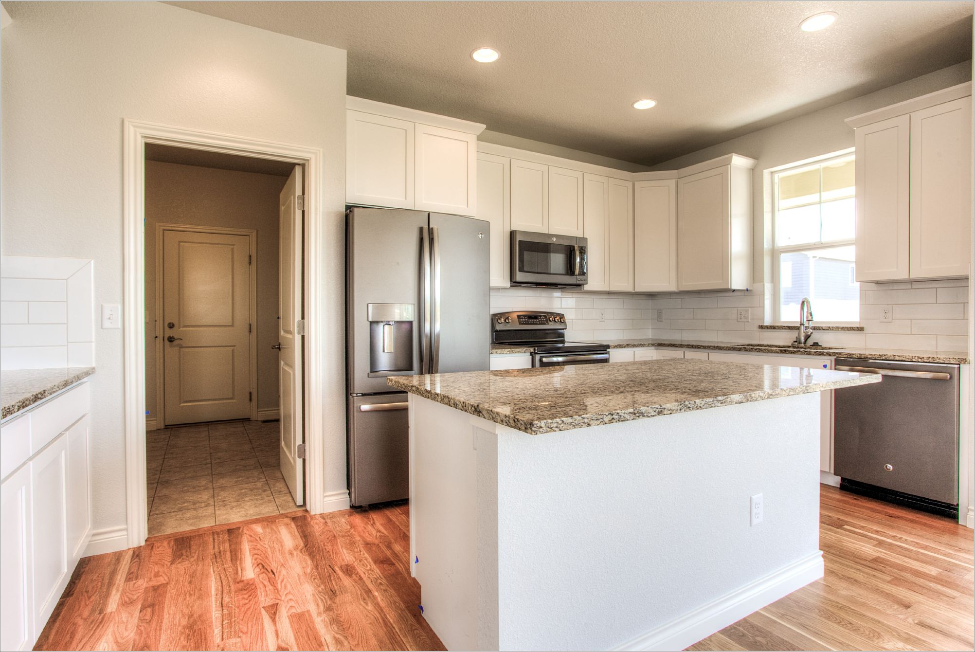 1643 Mt Meeker Dr_08_Kitchen01.jpg