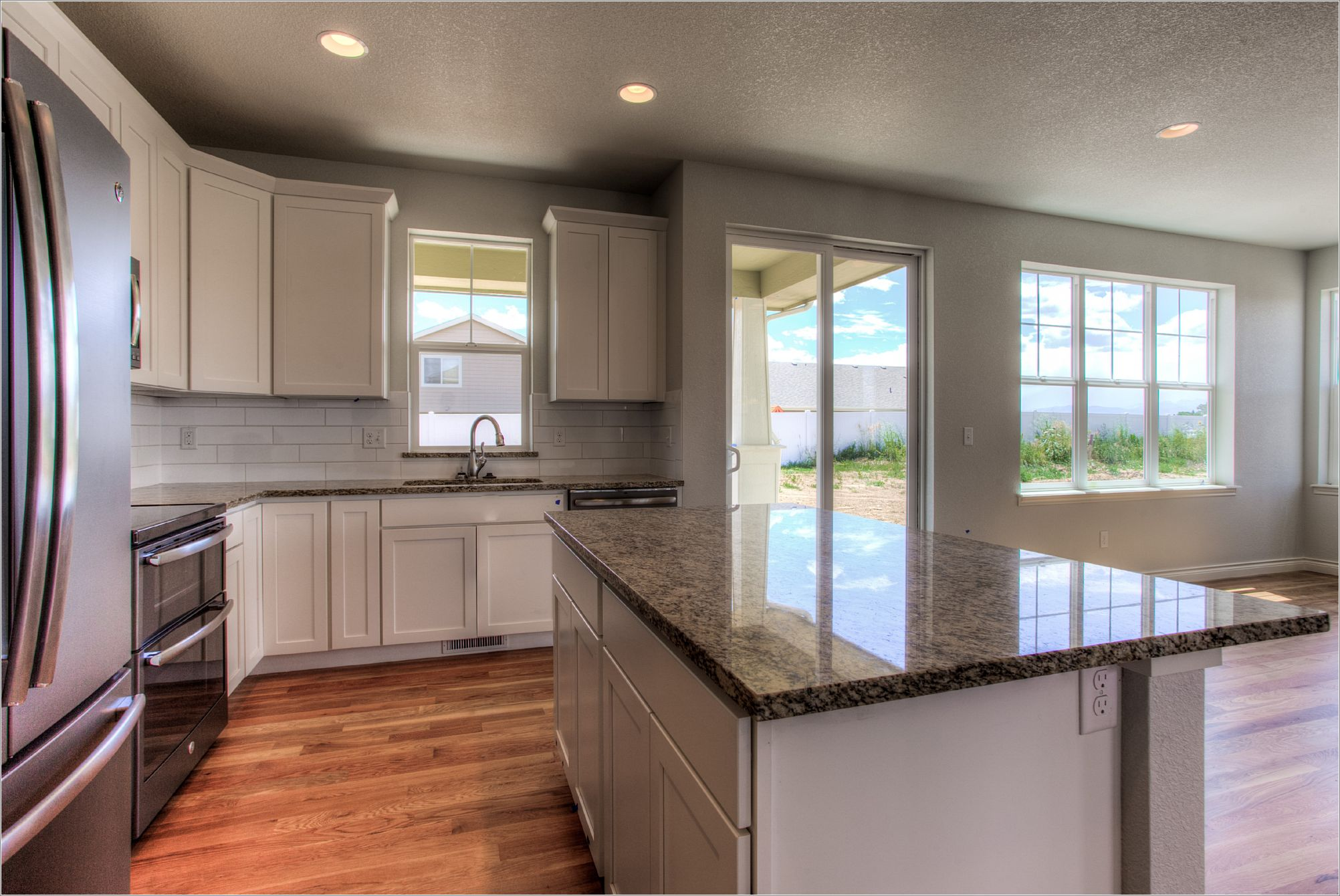 1643 Mt Meeker Dr_09_Kitchen02.jpg
