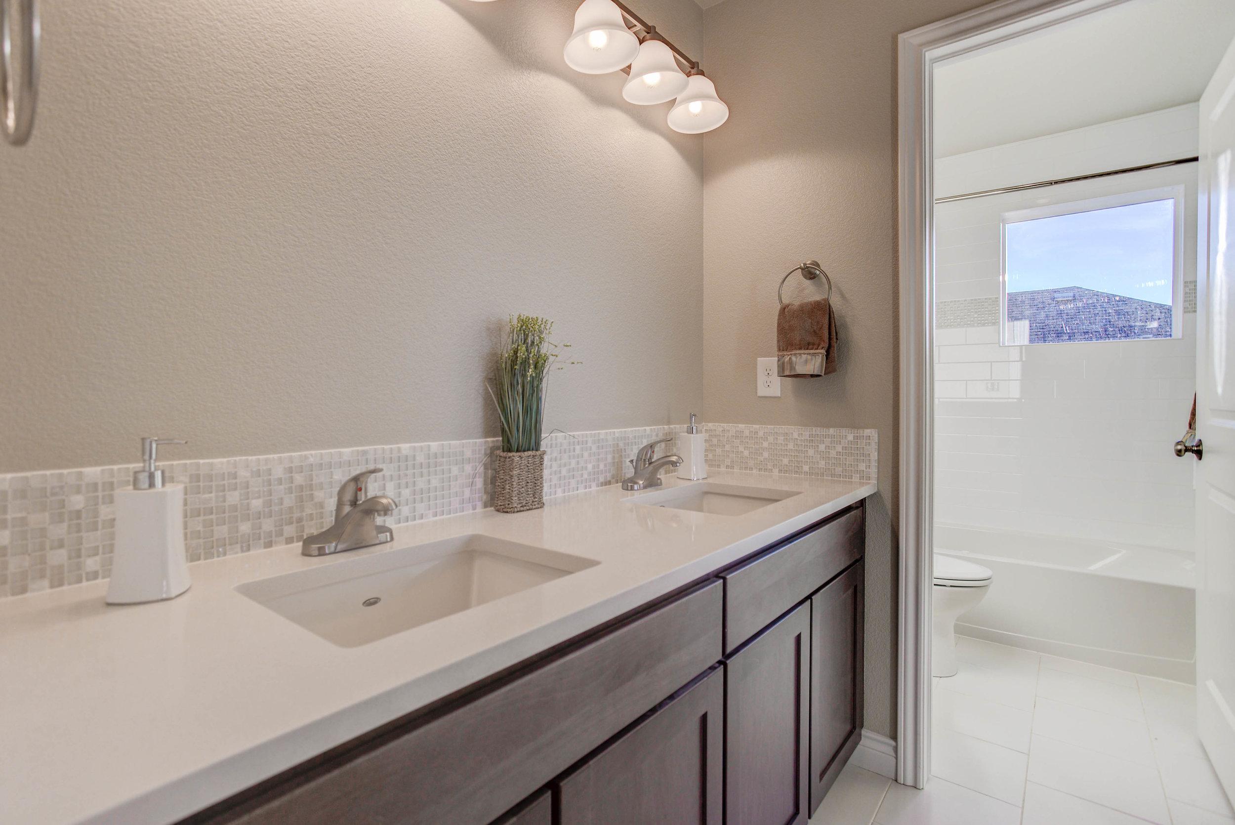 1600 Glacier Avenue_Bathroom01.jpg