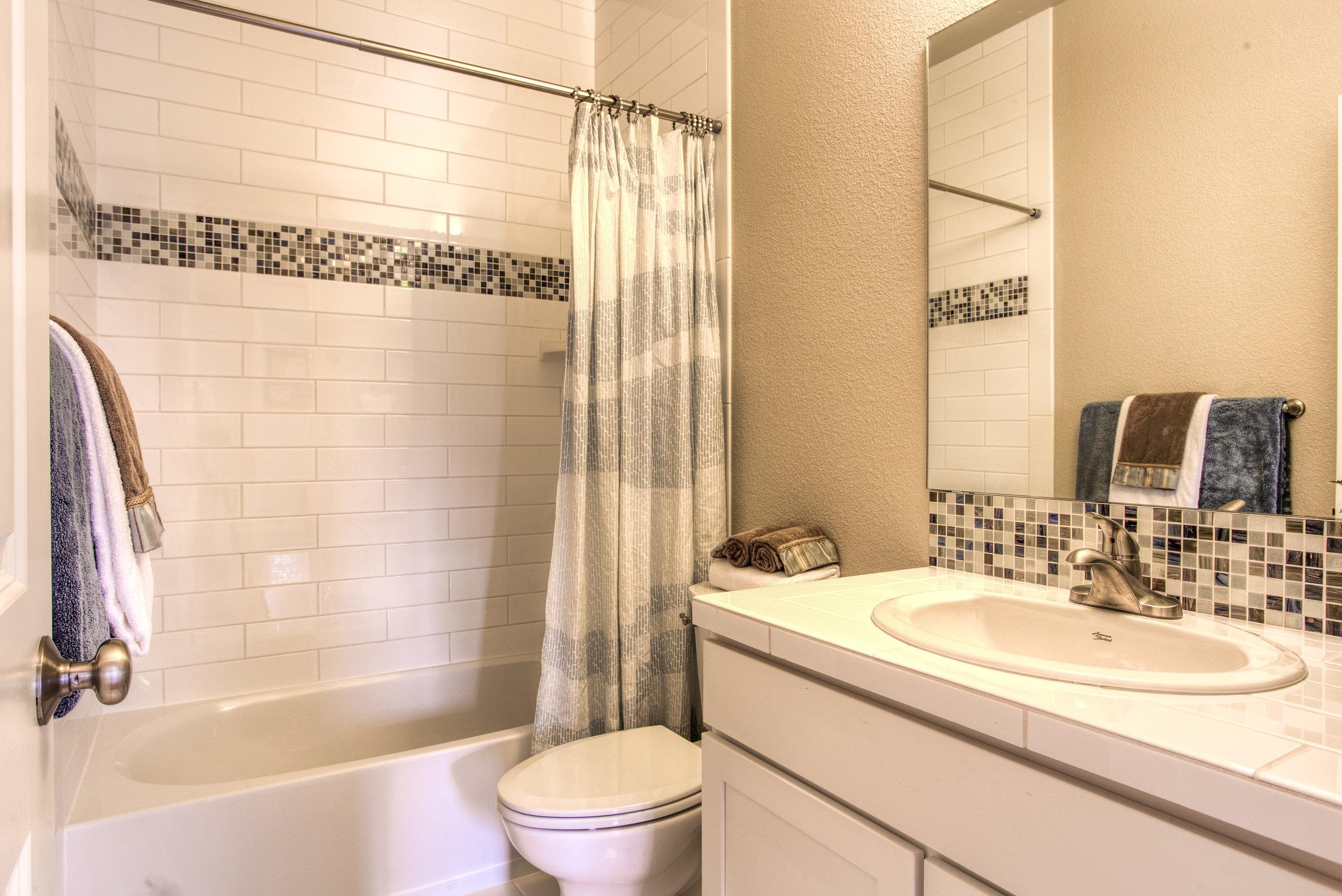 1642 Mt Meeker Dr_04_Bathroom01.JPG