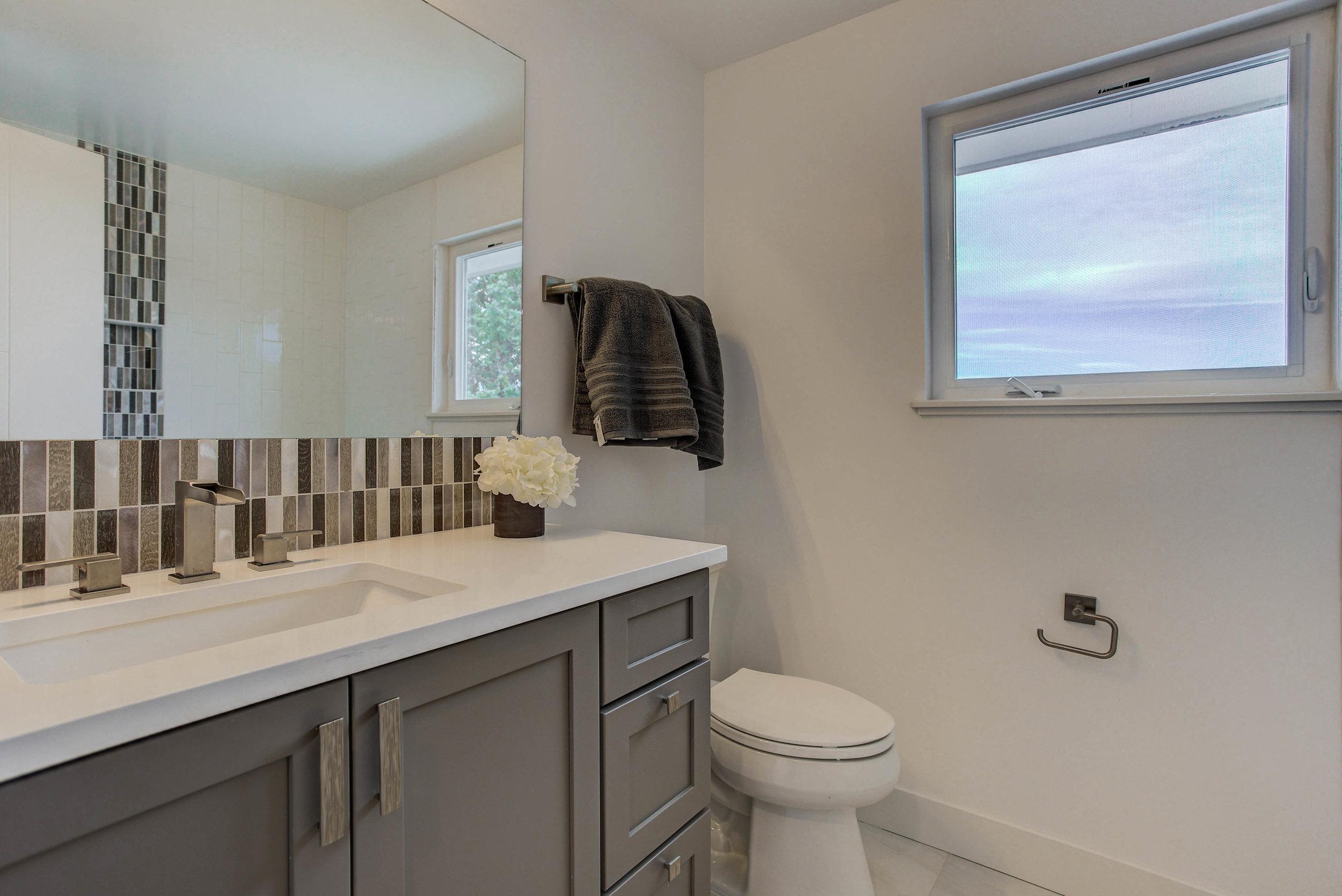 2250 Vassar Dr_Bathroom02.jpg