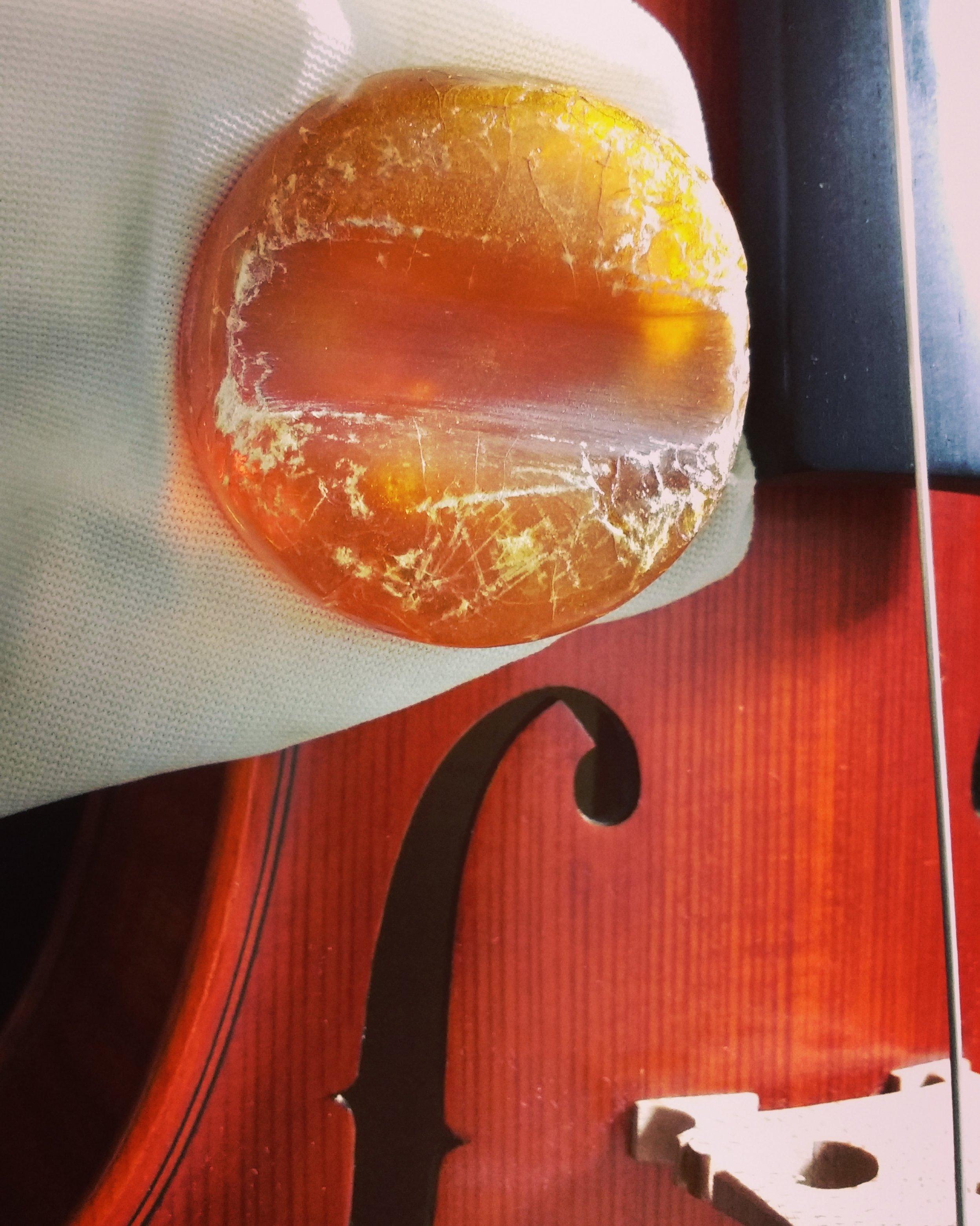 violin rosin.jpg