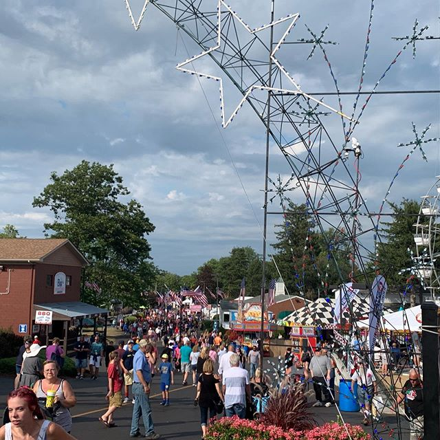 If you ask me to coherently explain my love for the #ErieCountyFair I can't. I'll just endlessly list things like the food, the rides, the people. But to me it's mostly a feeling. It's the epitome of summer, and childhood, and all things fun and good. I'll never stop going to the fair. I'll never stop loving the heat, the smells (both good and bad 😂) and the atmosphere! ************************************************************************************************************************** * * * #eriecountyfair #americasfair #fairlife #countyfair #buffalovibes #buffalony #buffaloblogger #716 #buffalove #lovebuffalo #fairphotos #blo #buffalopics #buffalophoto