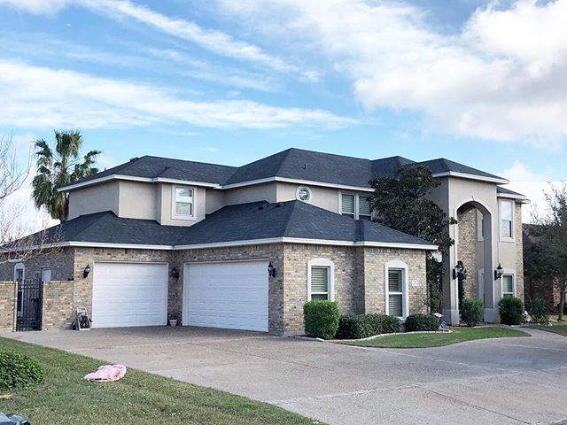 Here's a picture of a recent project we did in Corpus Christi, TX! We love the look of the Pinnacle Pristine black shingles.  At American Allegiance Construction, we specialize in both residential and commercial roofing. Visit our website for more information—LINK IN BIO!
