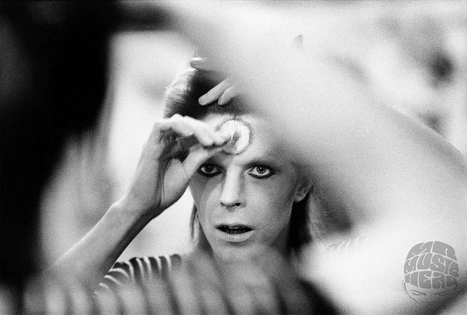 mick rock_david bowie makeup.jpg