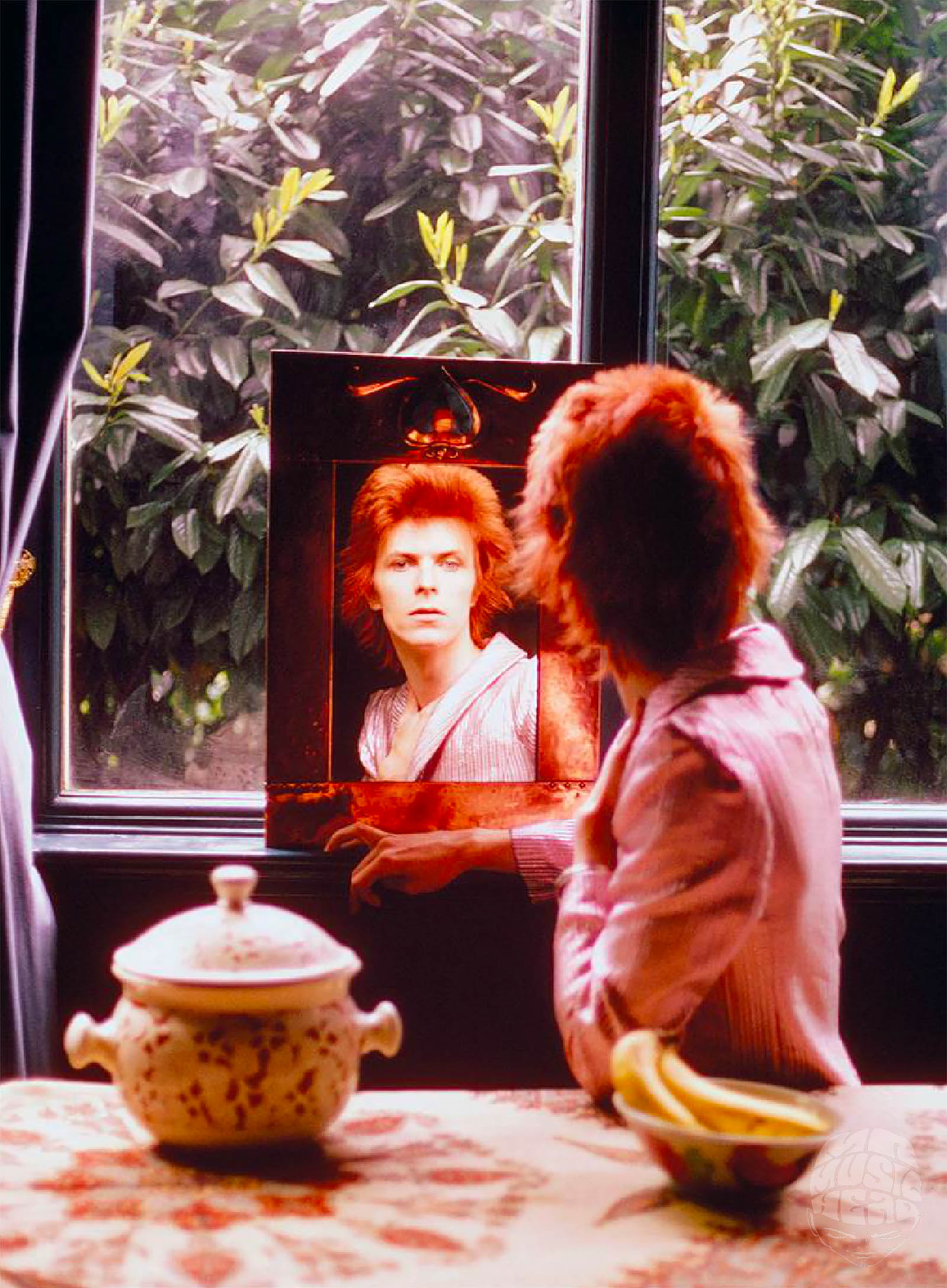 mick rock_david bowie mirror.jpg