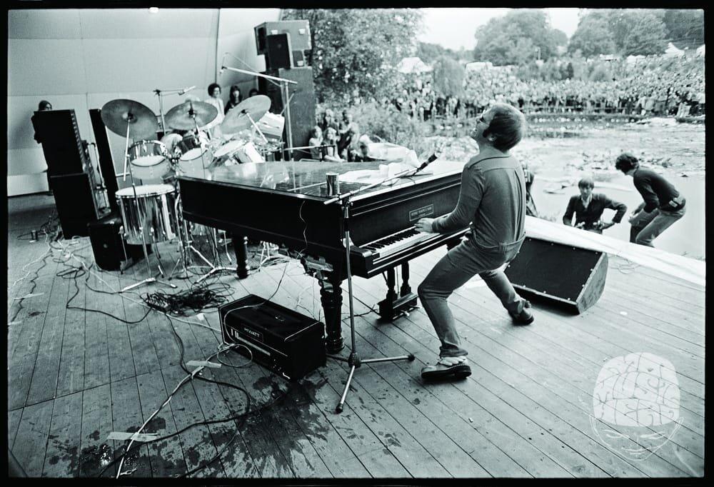 Elton John Crystal Palace 1971 By Alec Byrne Mr Musichead